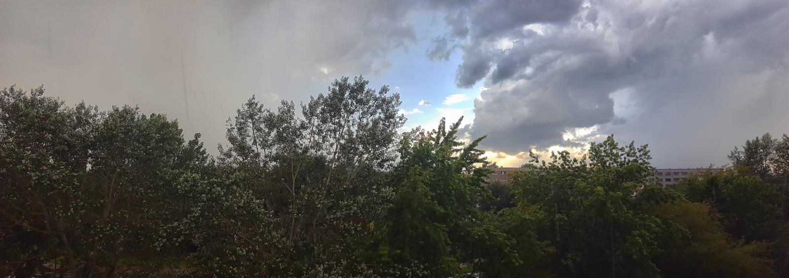 am Abend ein kurzes Gewitter