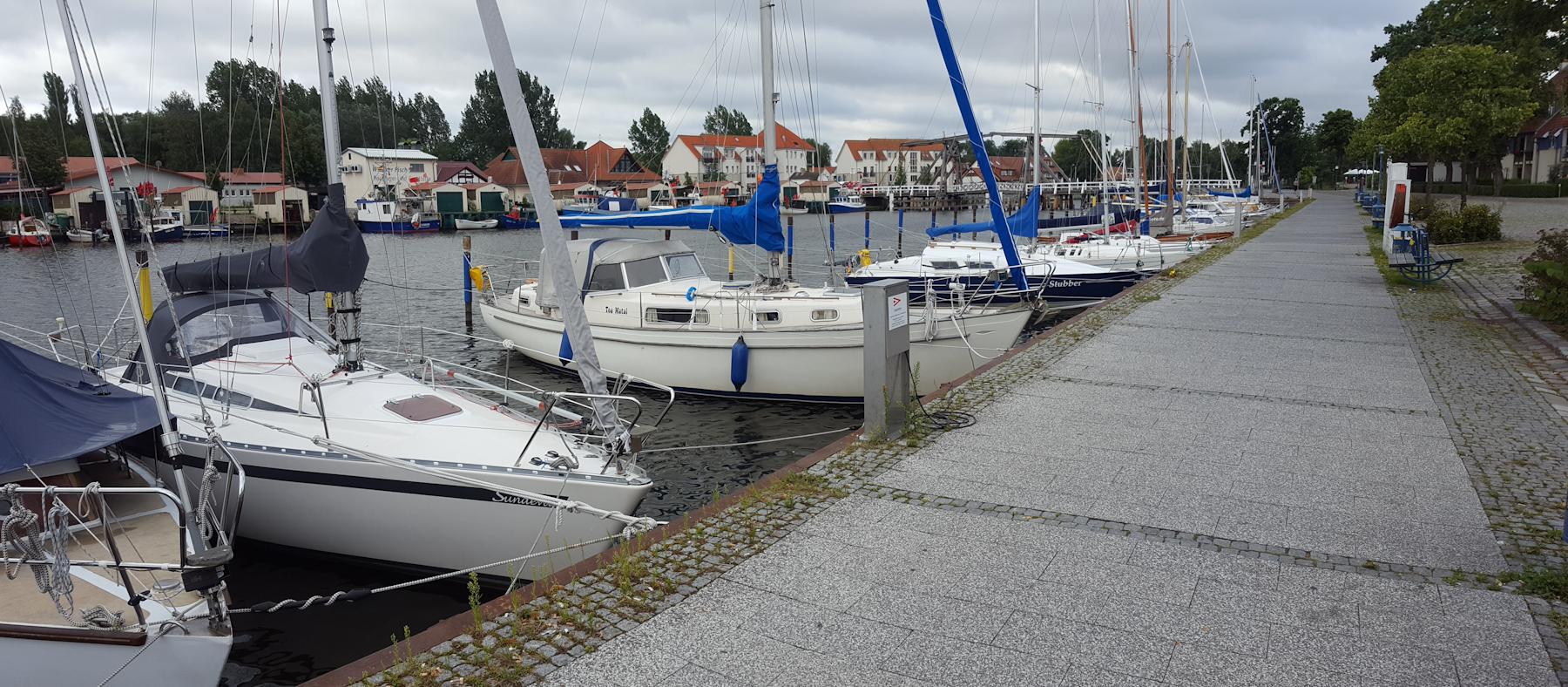 Hafen mit Klappbrücke in Greifswald-Wieck