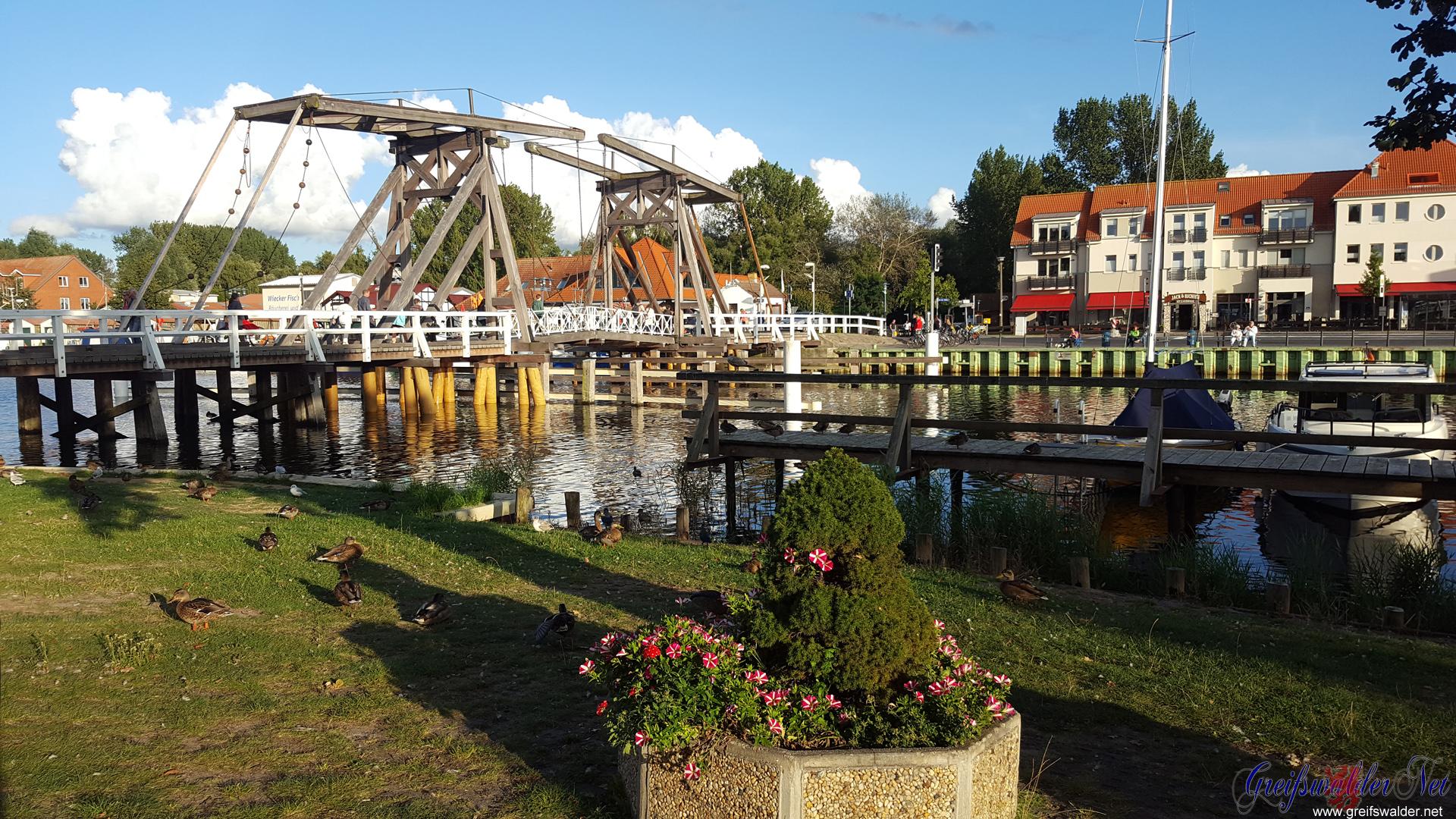 Holzklappbrücke in Greifswald-Wieck
