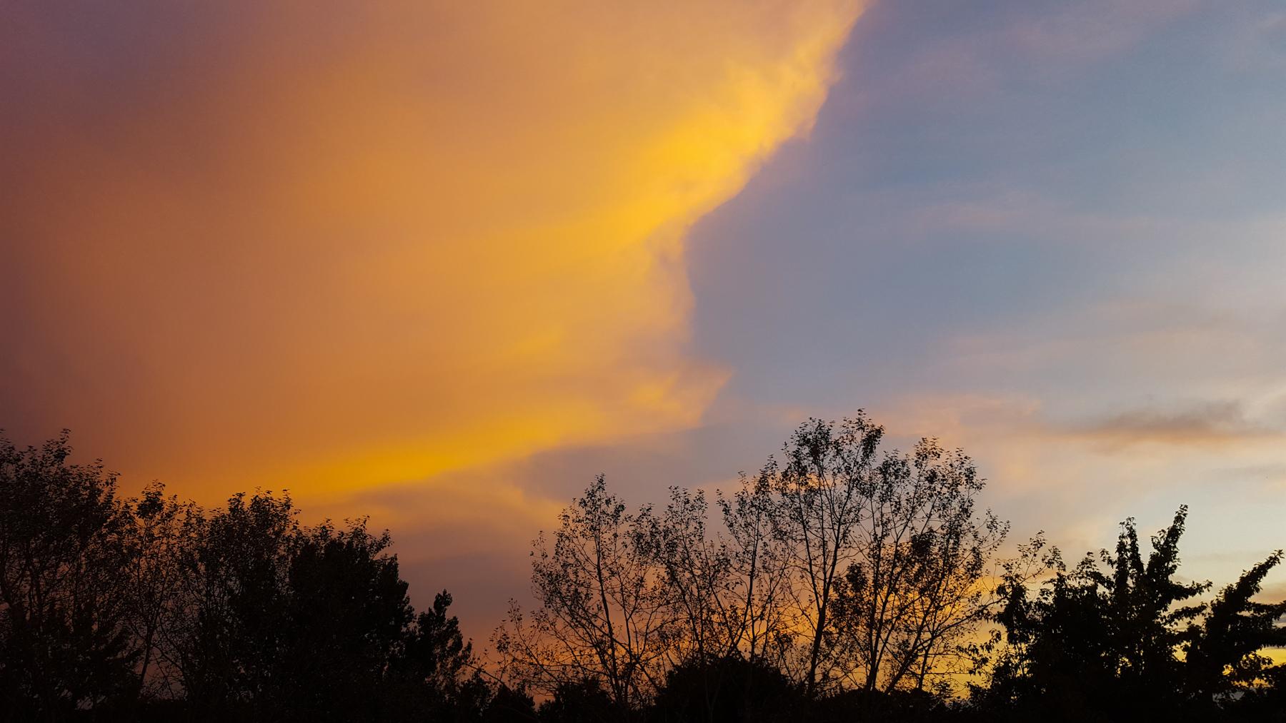 leuchtende Wolke über Greifswald