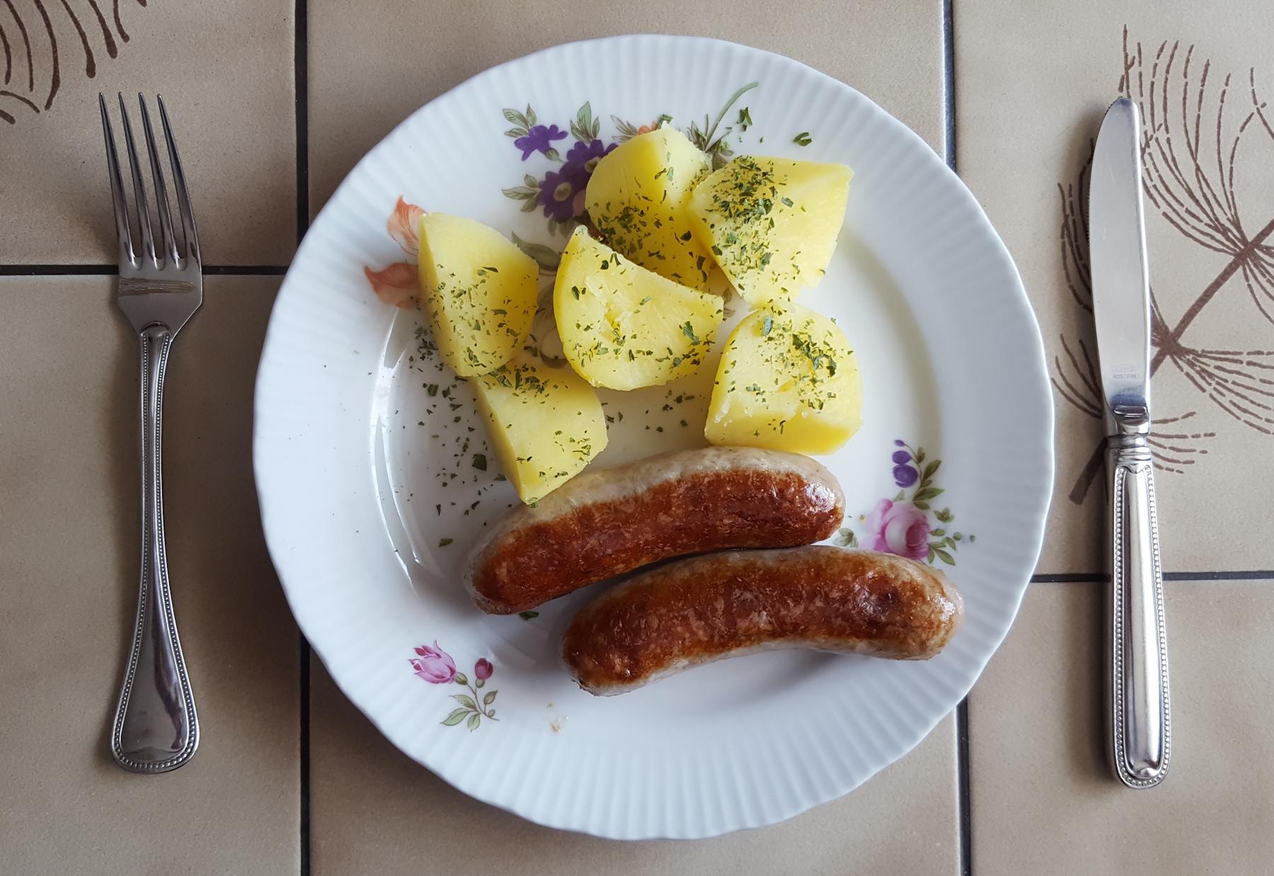 Bratwurst und Kartoffeln