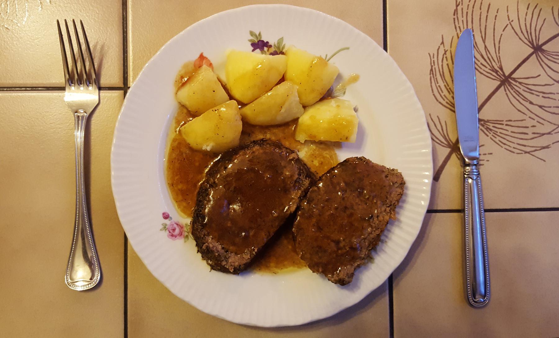 Hackbraten mit Kartoffeln