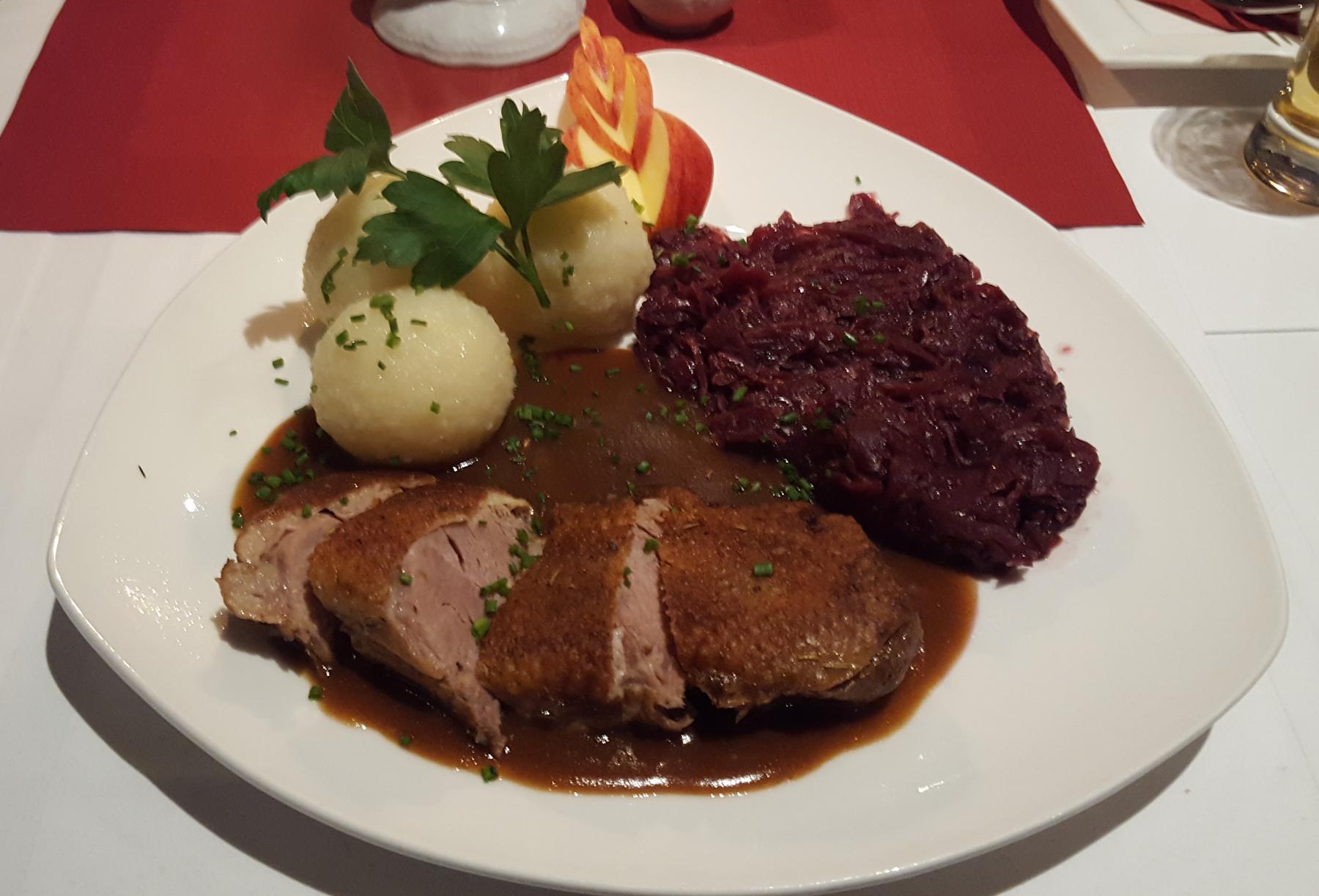 Entenbrust mit Rotkohl und Kartoffelklöße