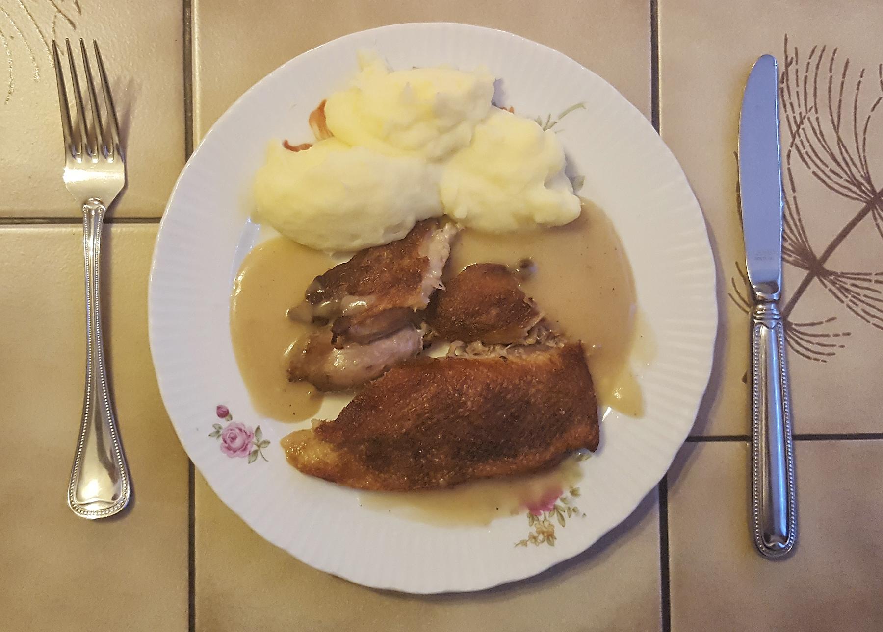 Abendessen - Ente mit Kartoffelpüree und Sahnesoße