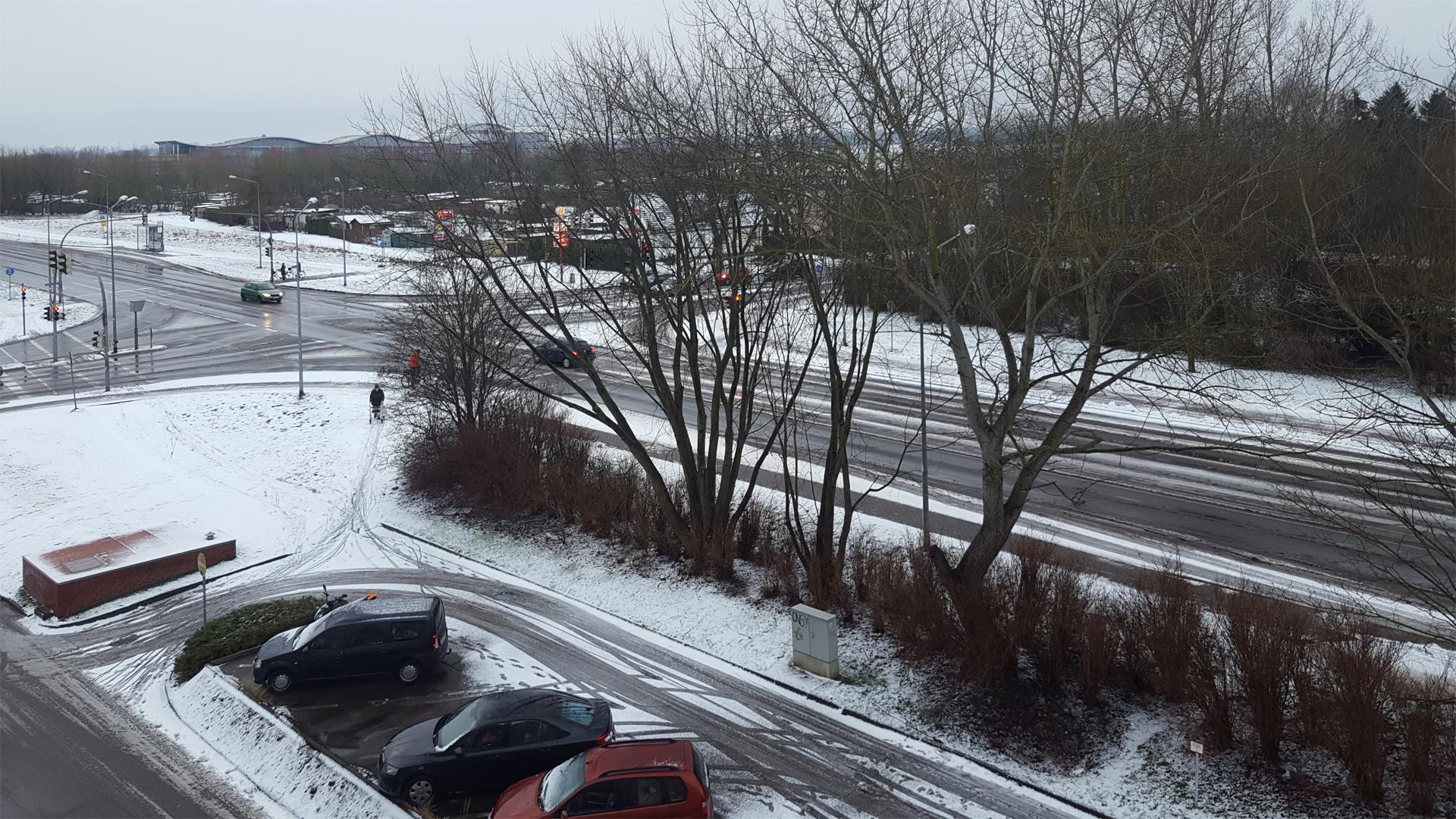 grau in grau trotz Schnee in Greifswald