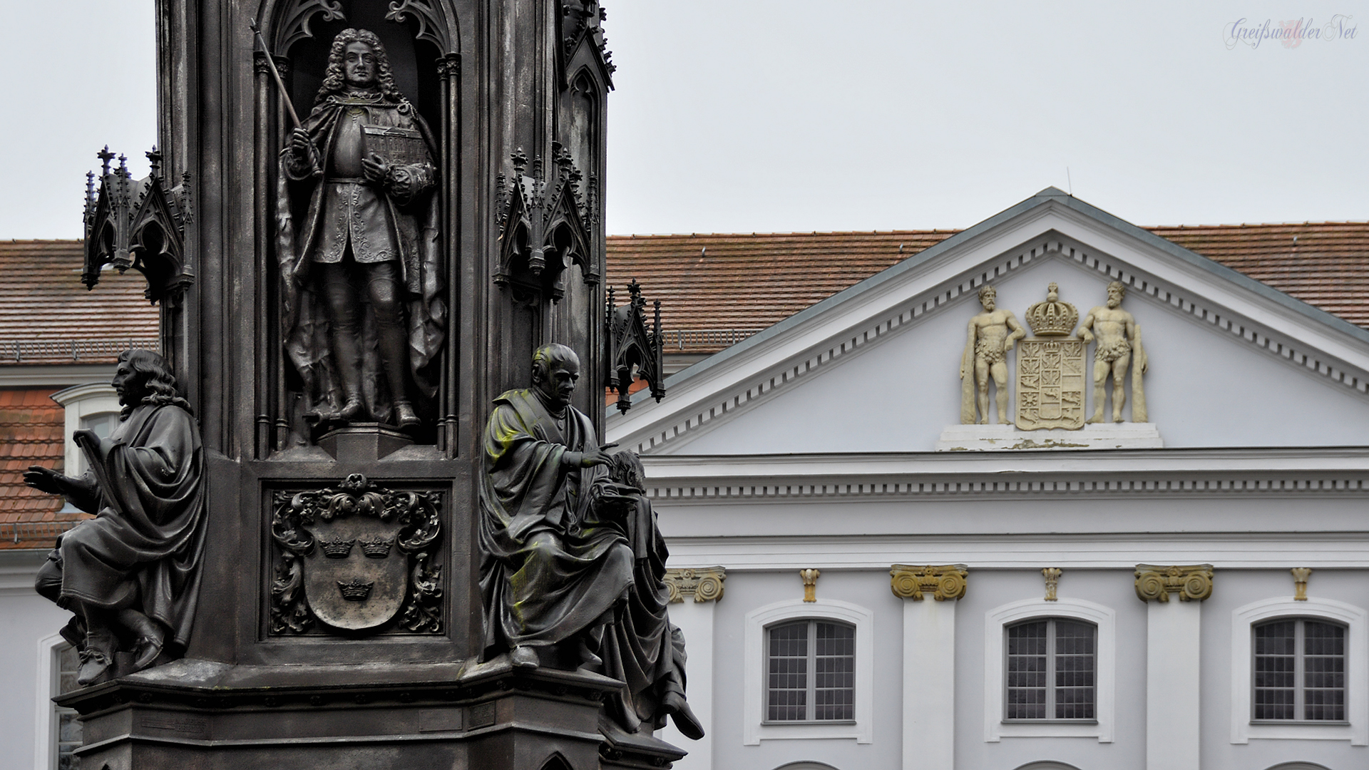 Rubenow-Denkmal am Hauptgebäude der Universität Greifswald