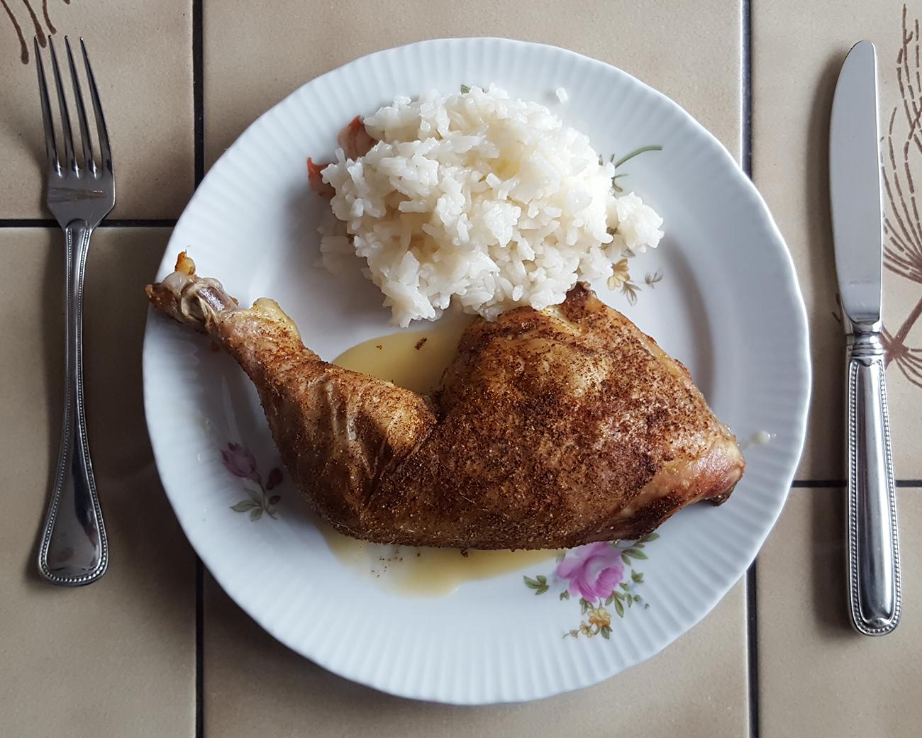 Mittagessen: Hähnchenschenkel mit Reis