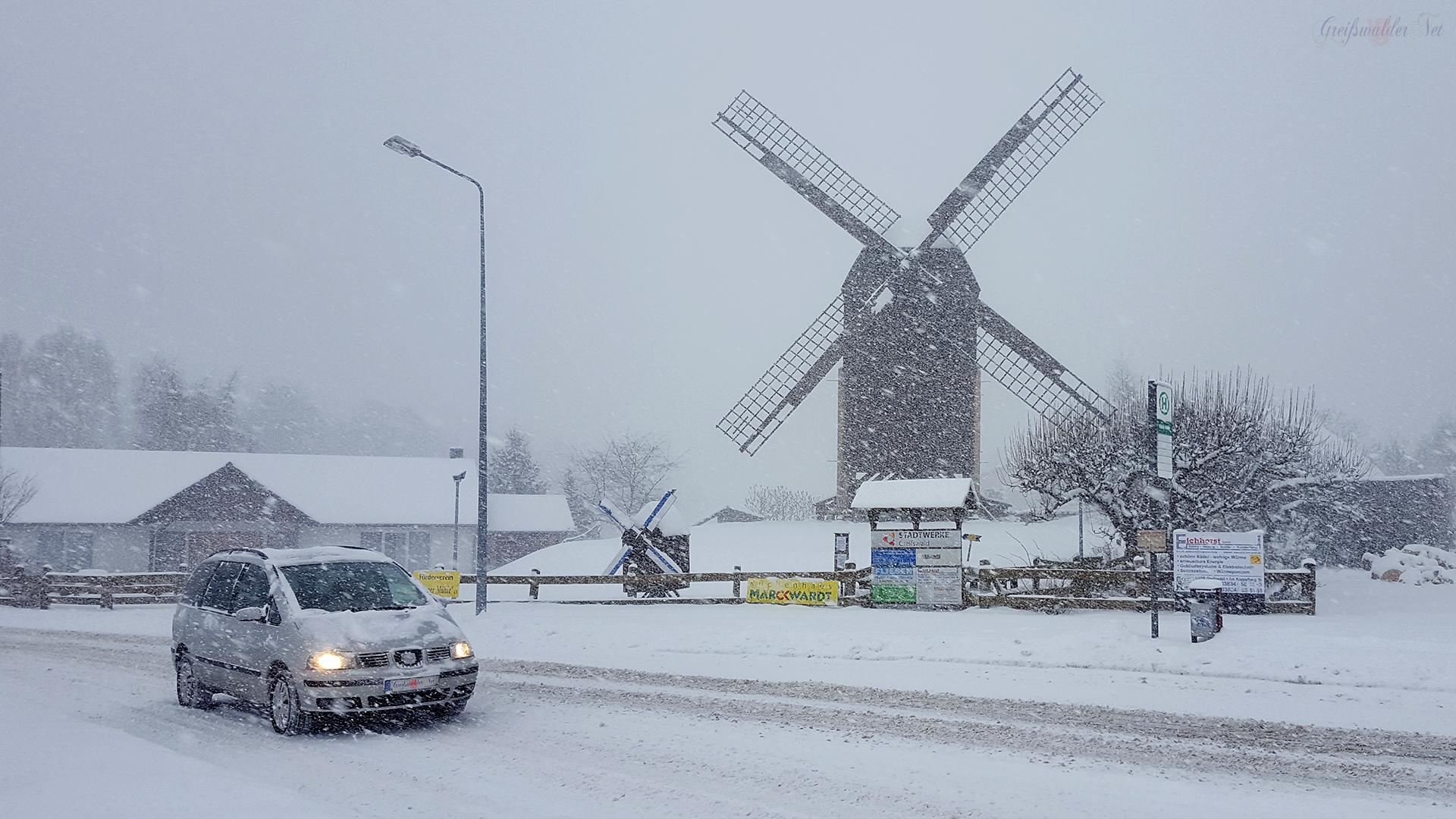 Schneesturm an der Mühle in Greifswald-Eldena