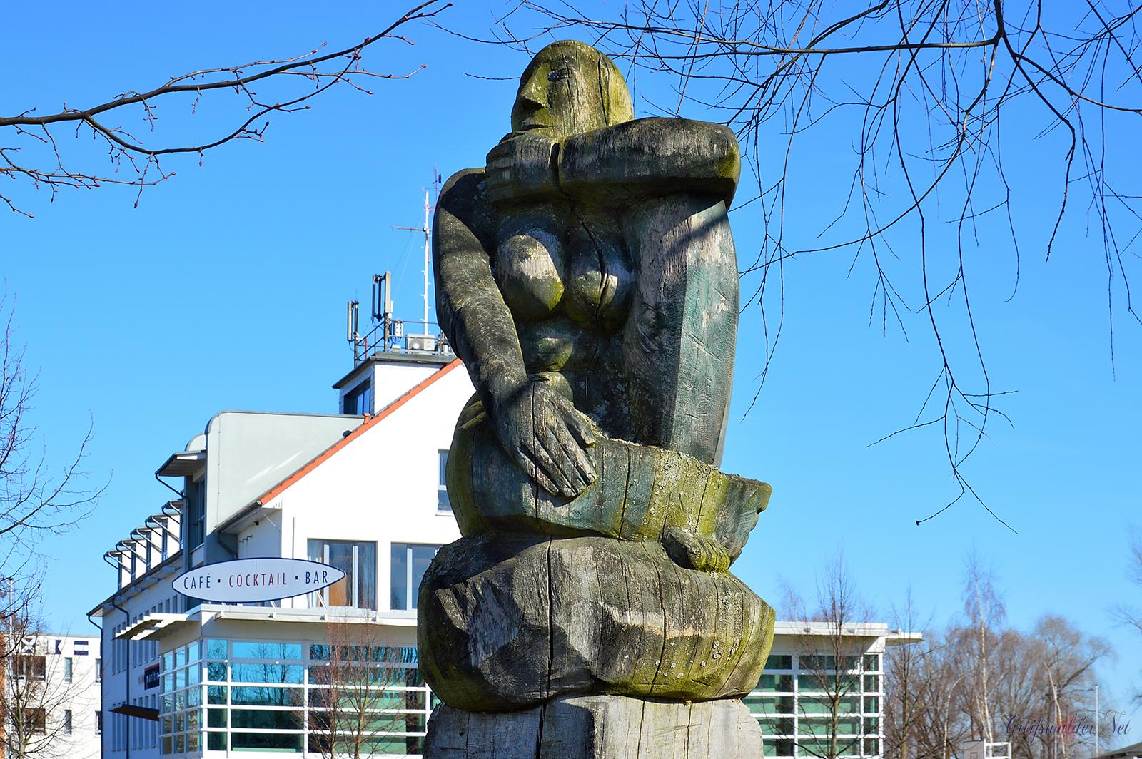Holzskulpturen in Greifswald-Wieck