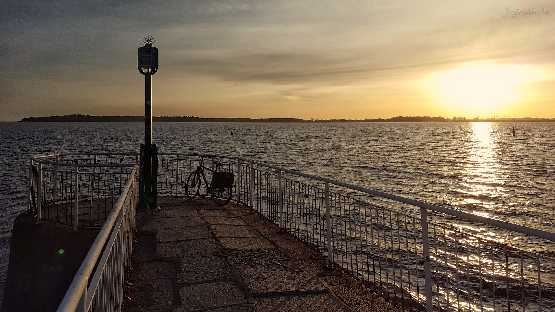 Sonnenaufgang an der Mole in Greifswald-Wieck