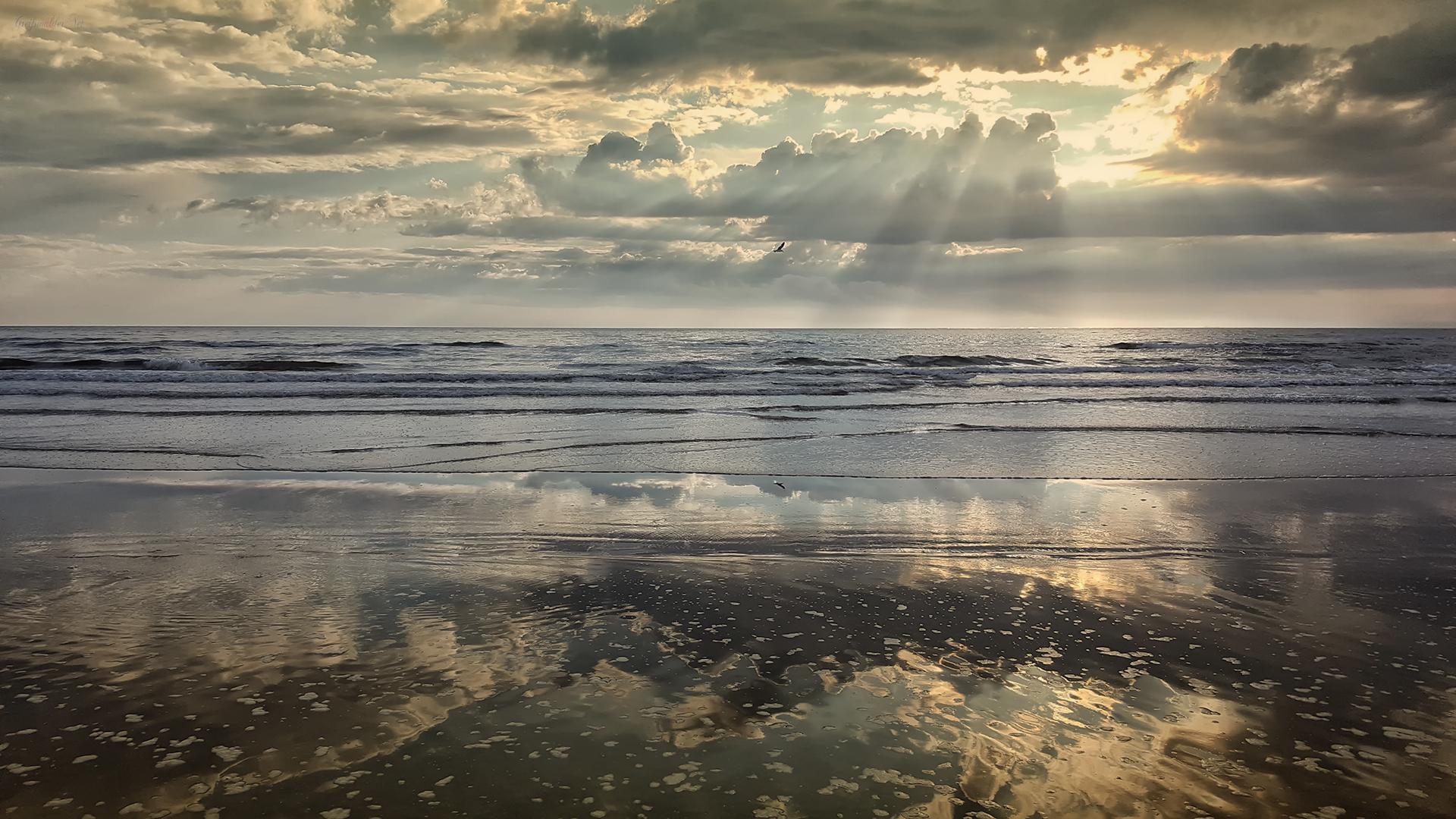 Ostsee Spiegelung am Strand in Karlshagen auf der Insel Usedom