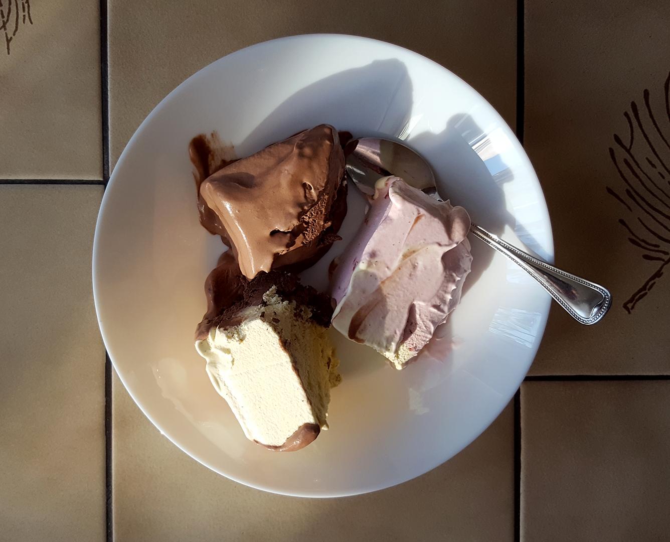 EISkalte Erfrischung - Erdbeer, Vanille, Schokolade
