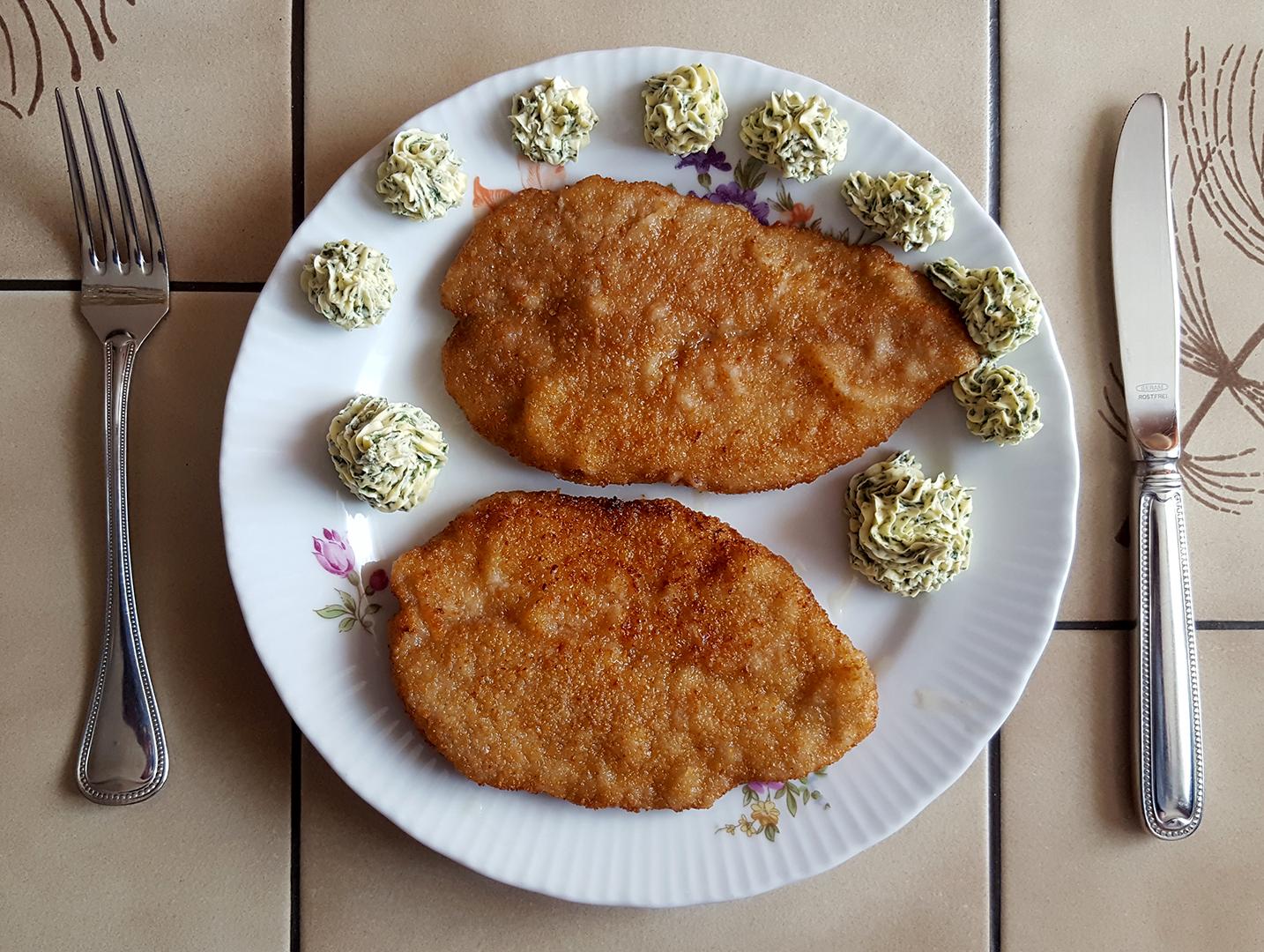 Wiener Schnitzel mit Kräuterbutter