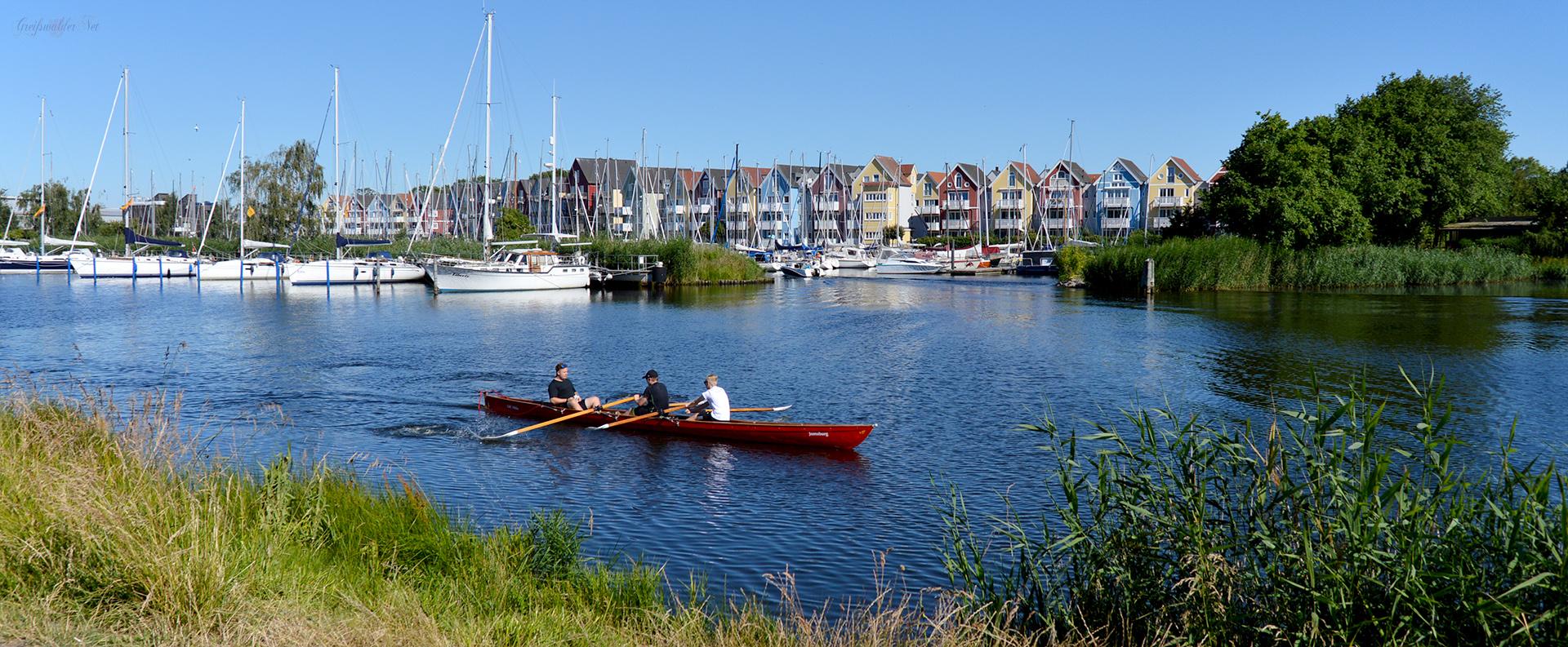 Wassersportler auf dem Ryck in Greifswald