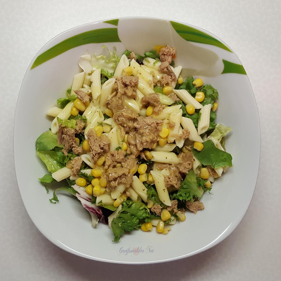Salat & Pasta Thunfisch-Mais, Nudeln mit weißer Balsamico-Vinaigrette
