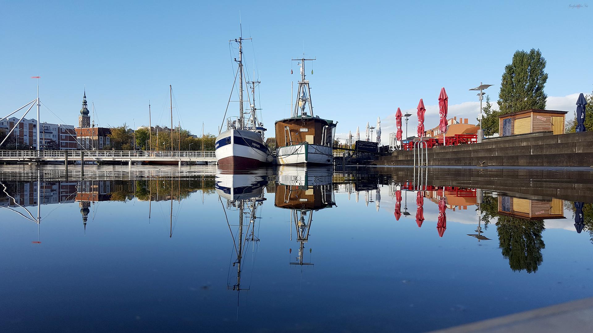 Spiegelung am Museumshafen Greifswald