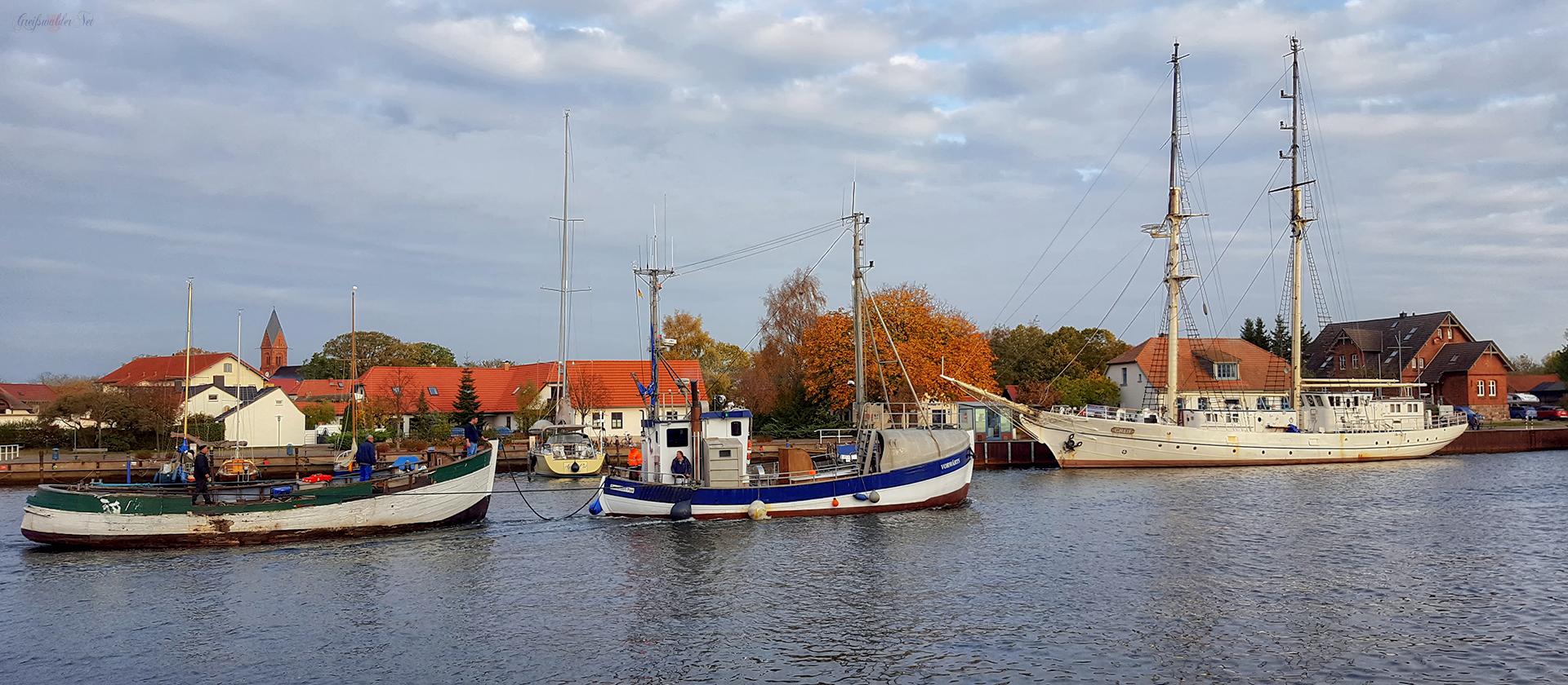 Schiffsverkehr auf dem Ryck in Greifswald-Wieck