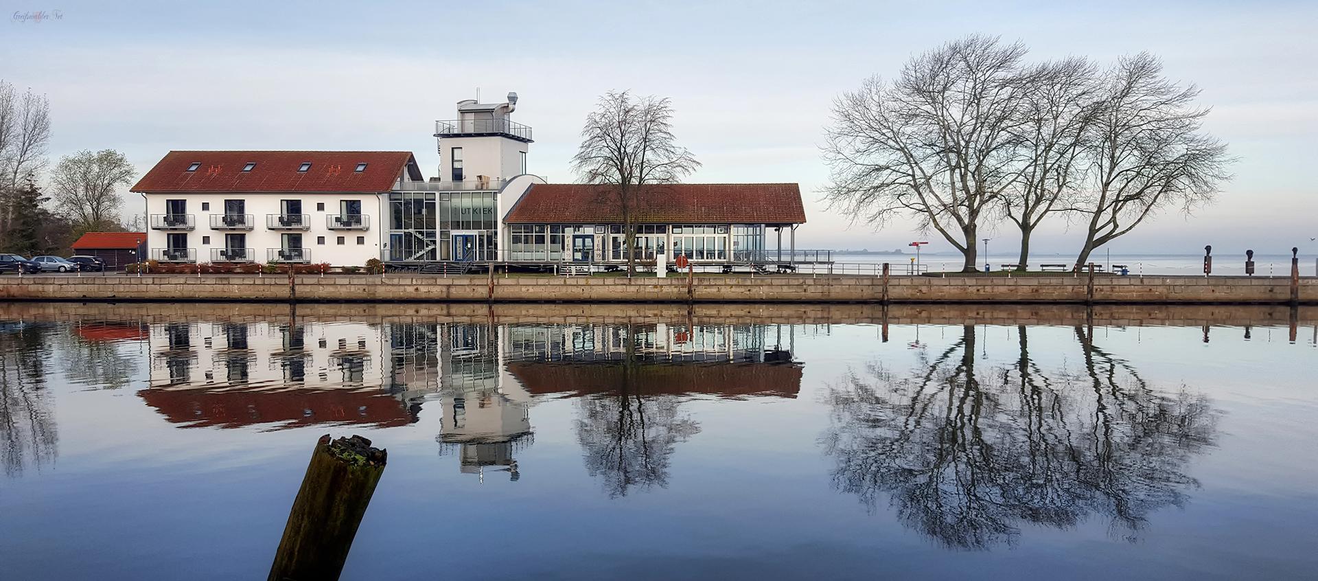Spiegelung am Utkiek in Greifswald-Wieck
