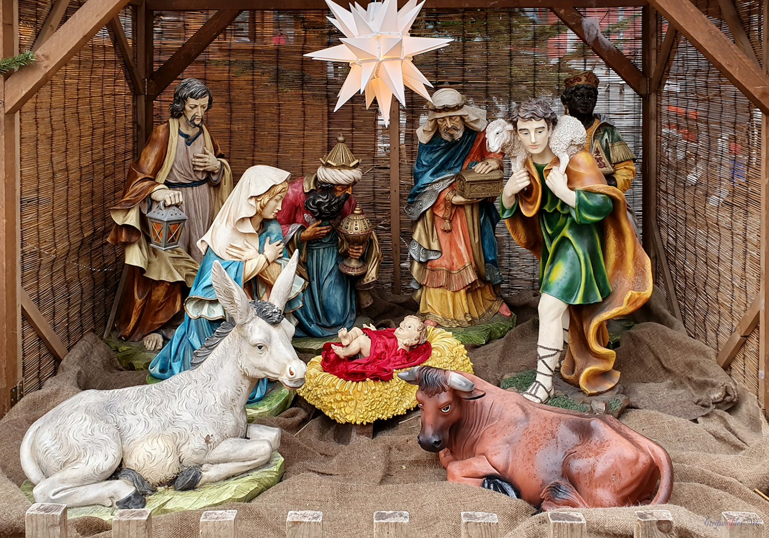 Weihnachtskrippe auf dem Weihnachtsmarkt Greifswald