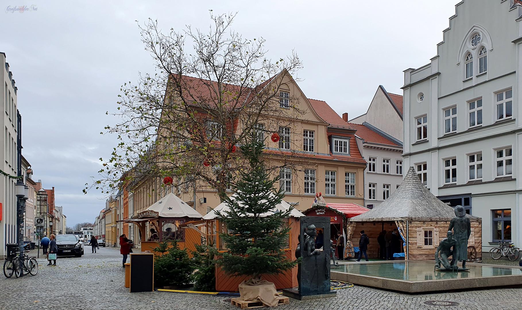 Weihnachtsdorf auf dem Fischmarkt in Greifswald