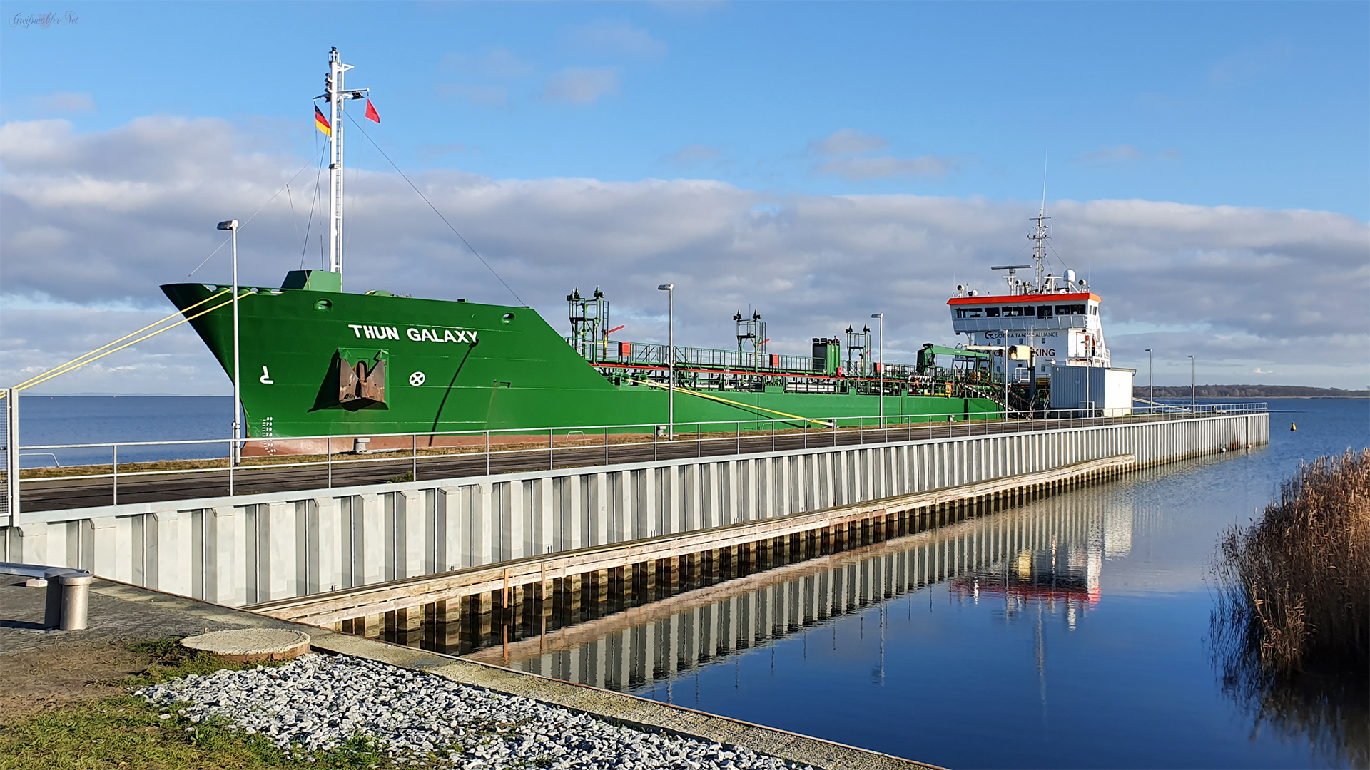 Tanker THUN GALAXY im Seehafen Greifswald-Ladebow