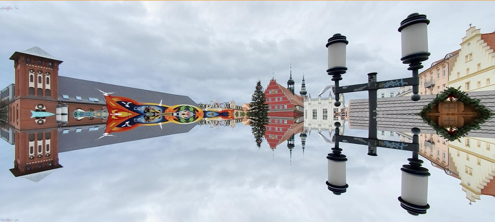 Spiegelung - Marktplatz Greifswald im Advent