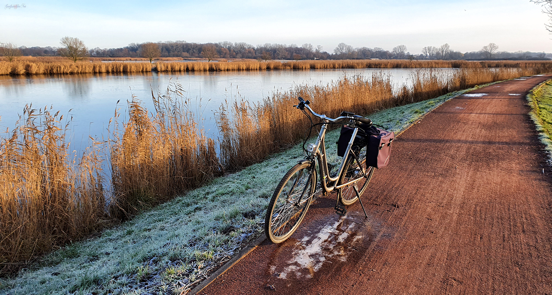 Eisig kalt auf dem Treidelpfad am Ryck in Greifswald