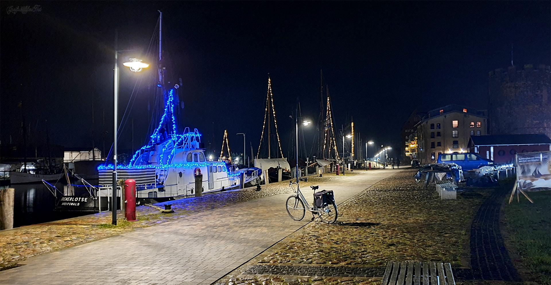 Museumshafen Greifswald bei Nacht