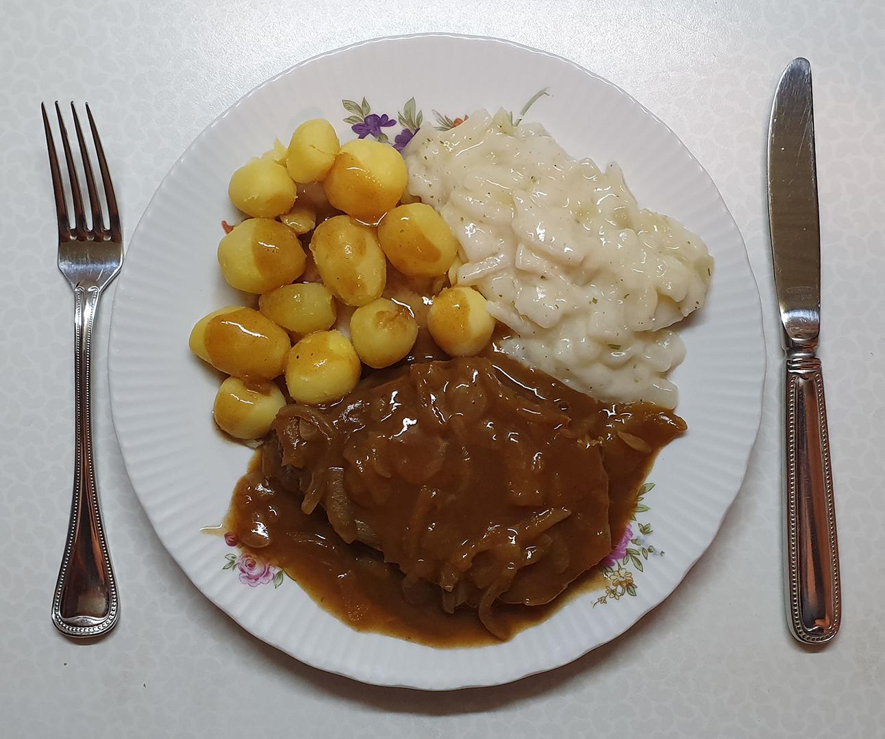 Rinderbraten in Zwiebel-Rotweinsauce, Kohlrabi und Kartoffeln