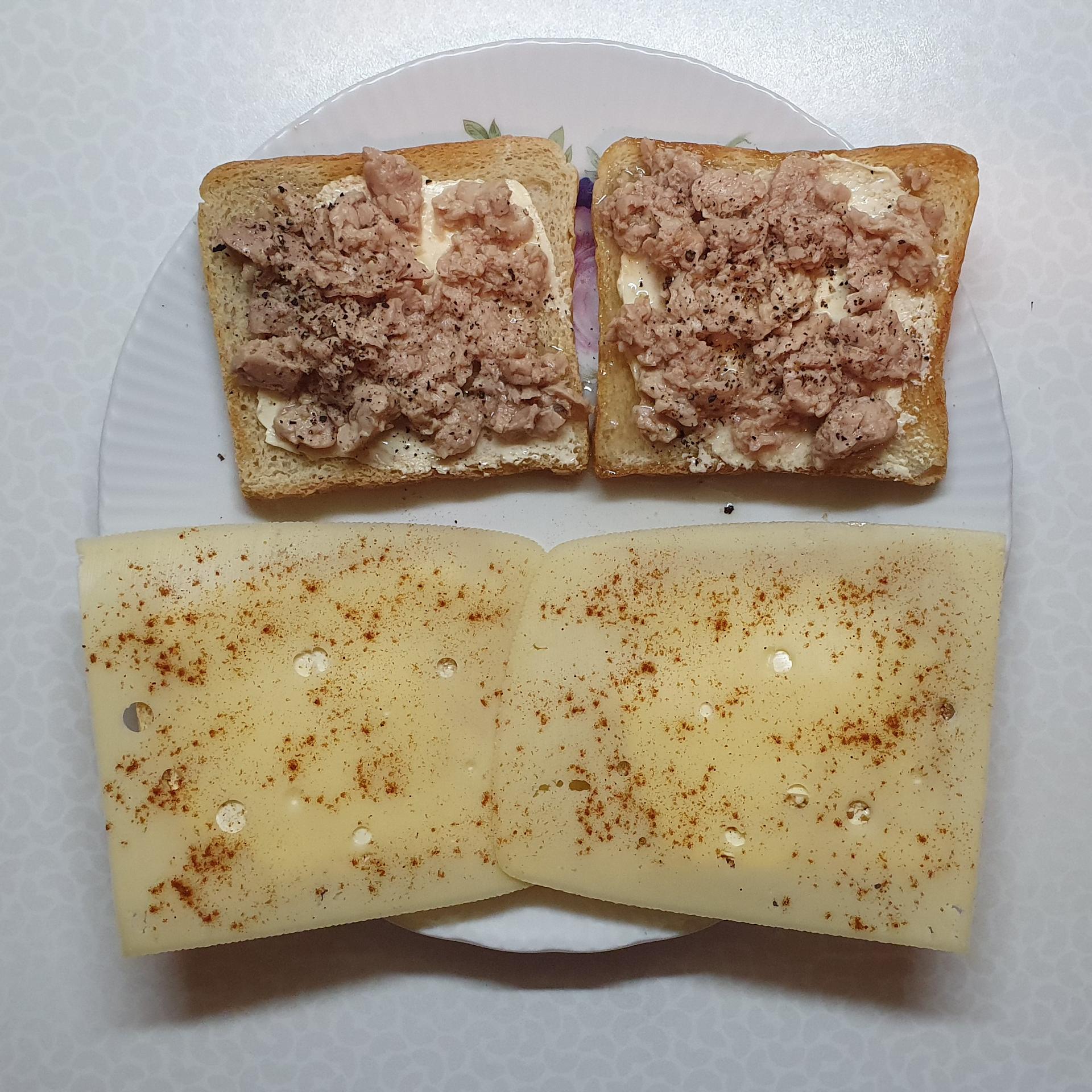 Toast mit Dorschleber und Leerdammer Caractére