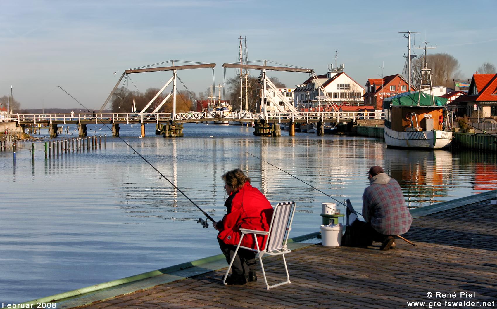 Angler am Ryck in Greifswald-Wieck