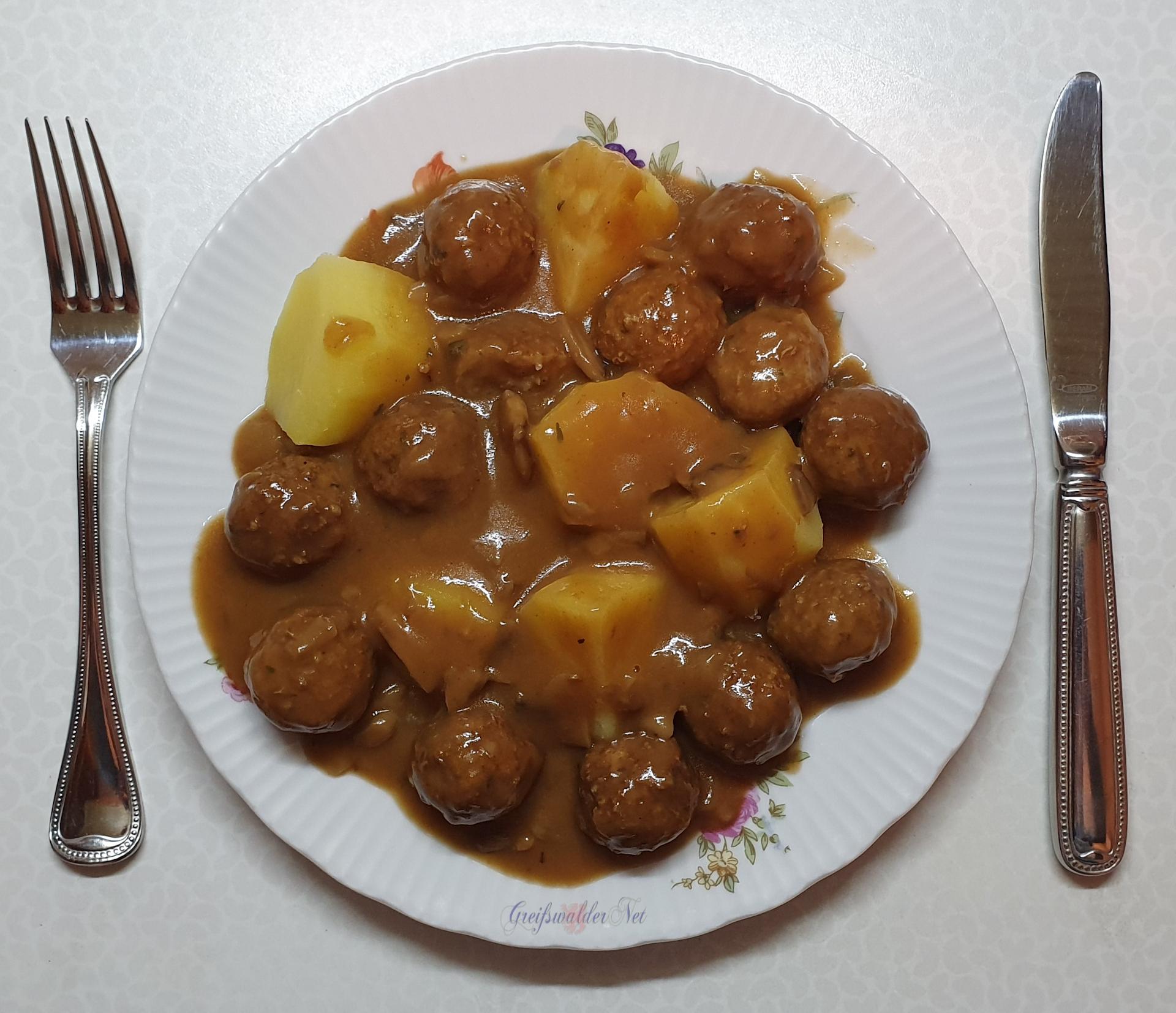 Jägerklößchen in Champignonsauce und Kartoffeln