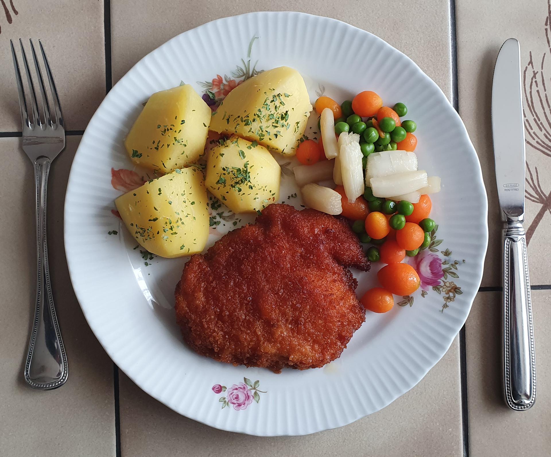 Hähnchenschnitzel mit Leipziger Allerlei und Kartoffeln