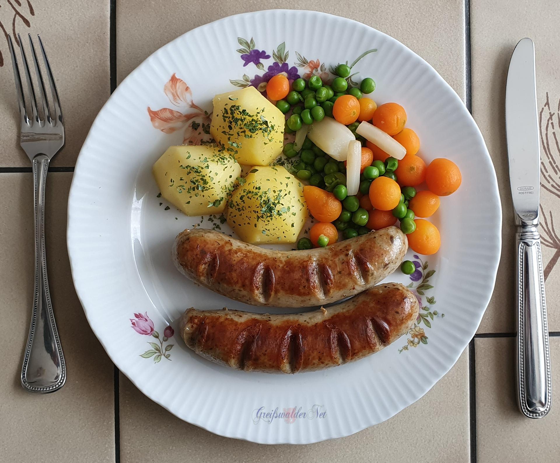 Bratwurst mit Leipziger Allerlei und Kartoffeln