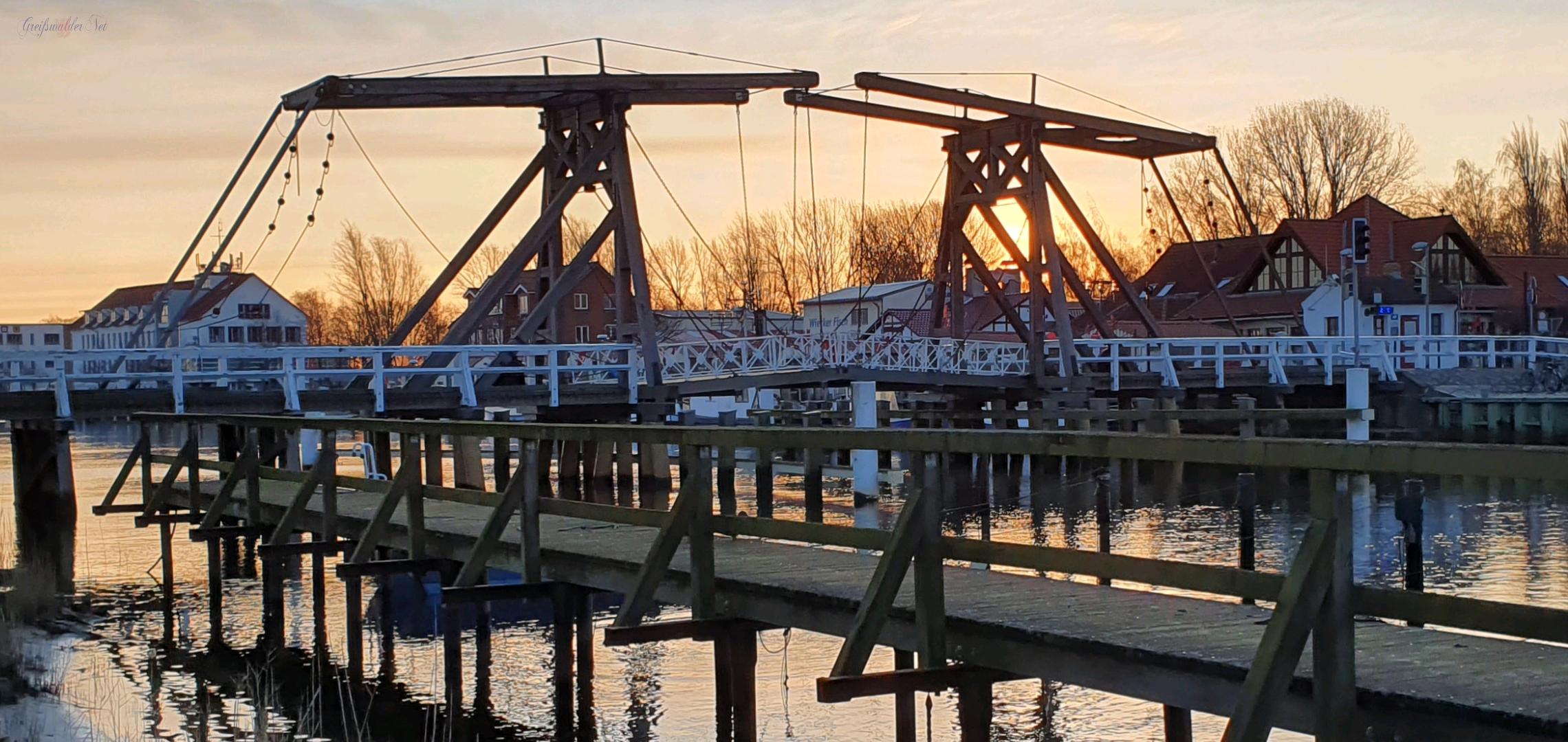 Sonntagmorgen an der Brücke in Greifswald-Wieck