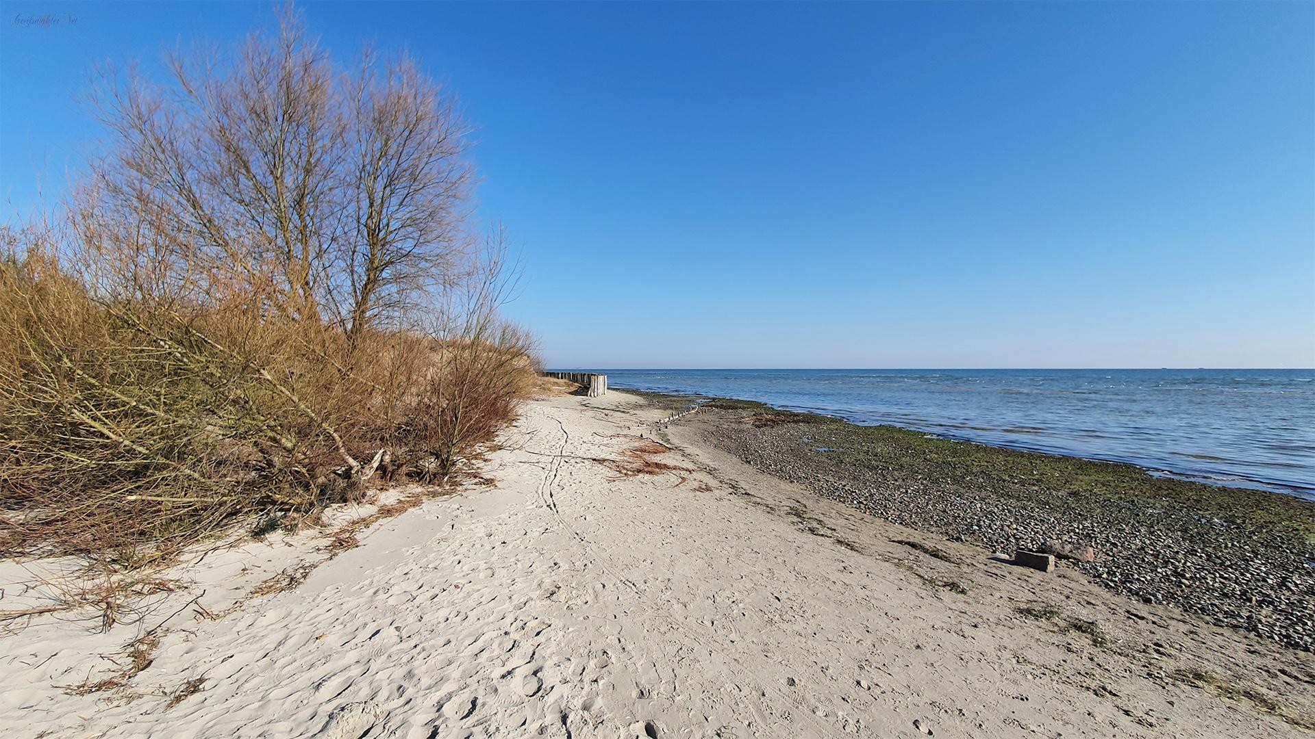 Frühlingstag am Strand in Wampen