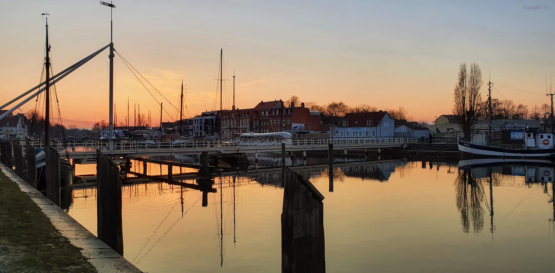 Sonnenuntergang am Museumshafen Greifswald