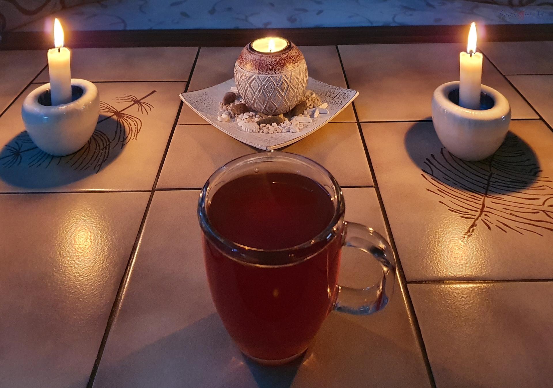 Guten Abend - Tee und Kerzenschein