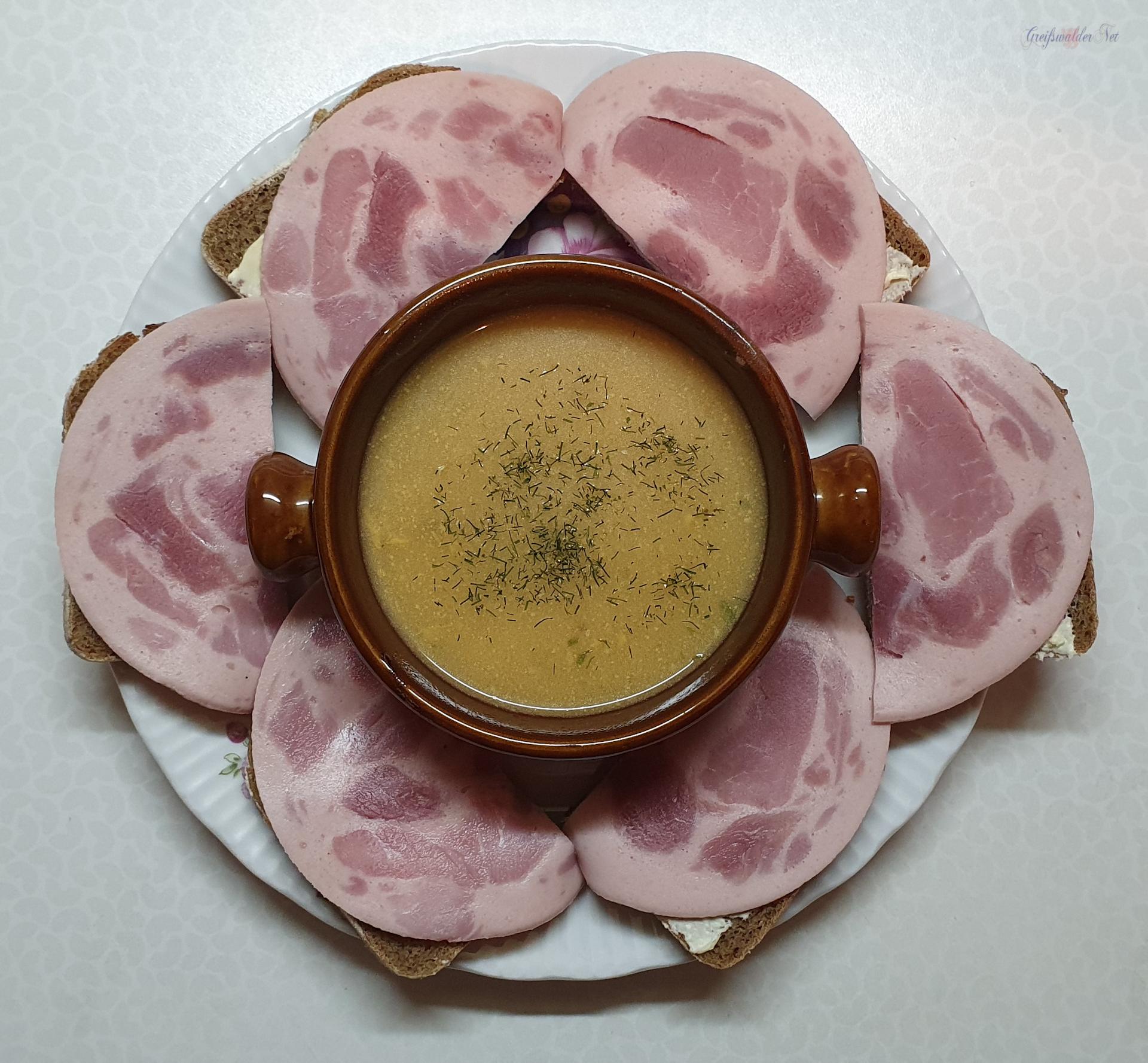 Roggenzwilling mit Bierschinken und Waldpilz-Cremesuppe