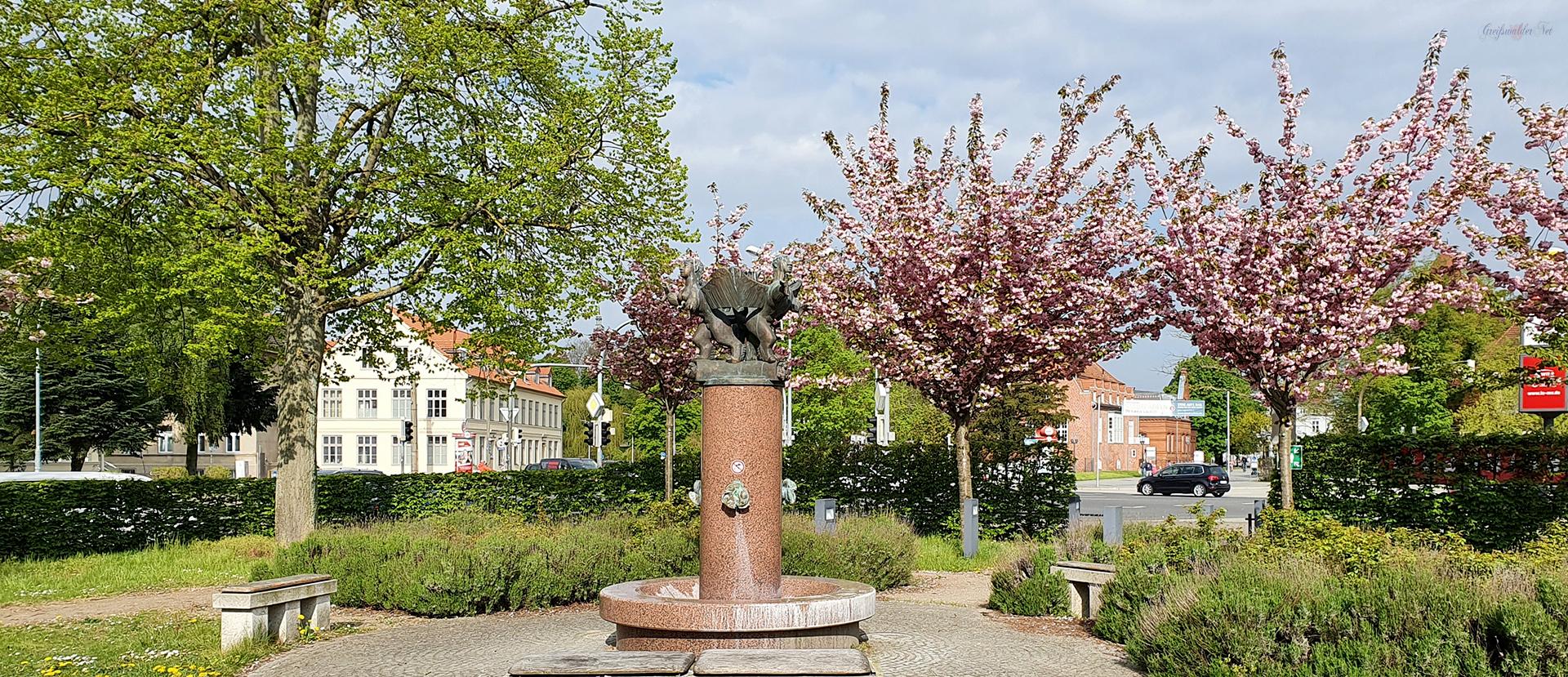 Brunnen am Theater in Greifswald