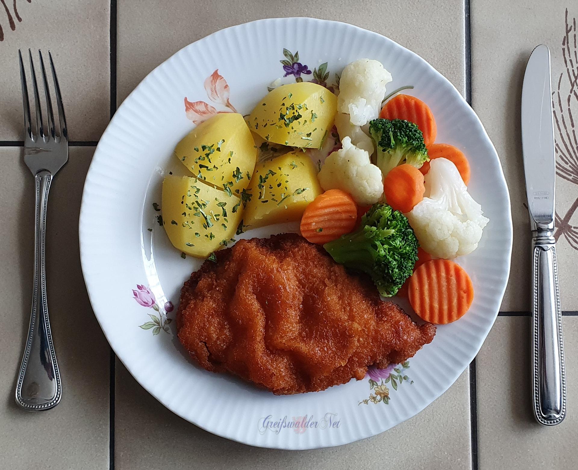 Hähnchenschnitzel mit Petersilienkartoffeln und Kaisergemüse