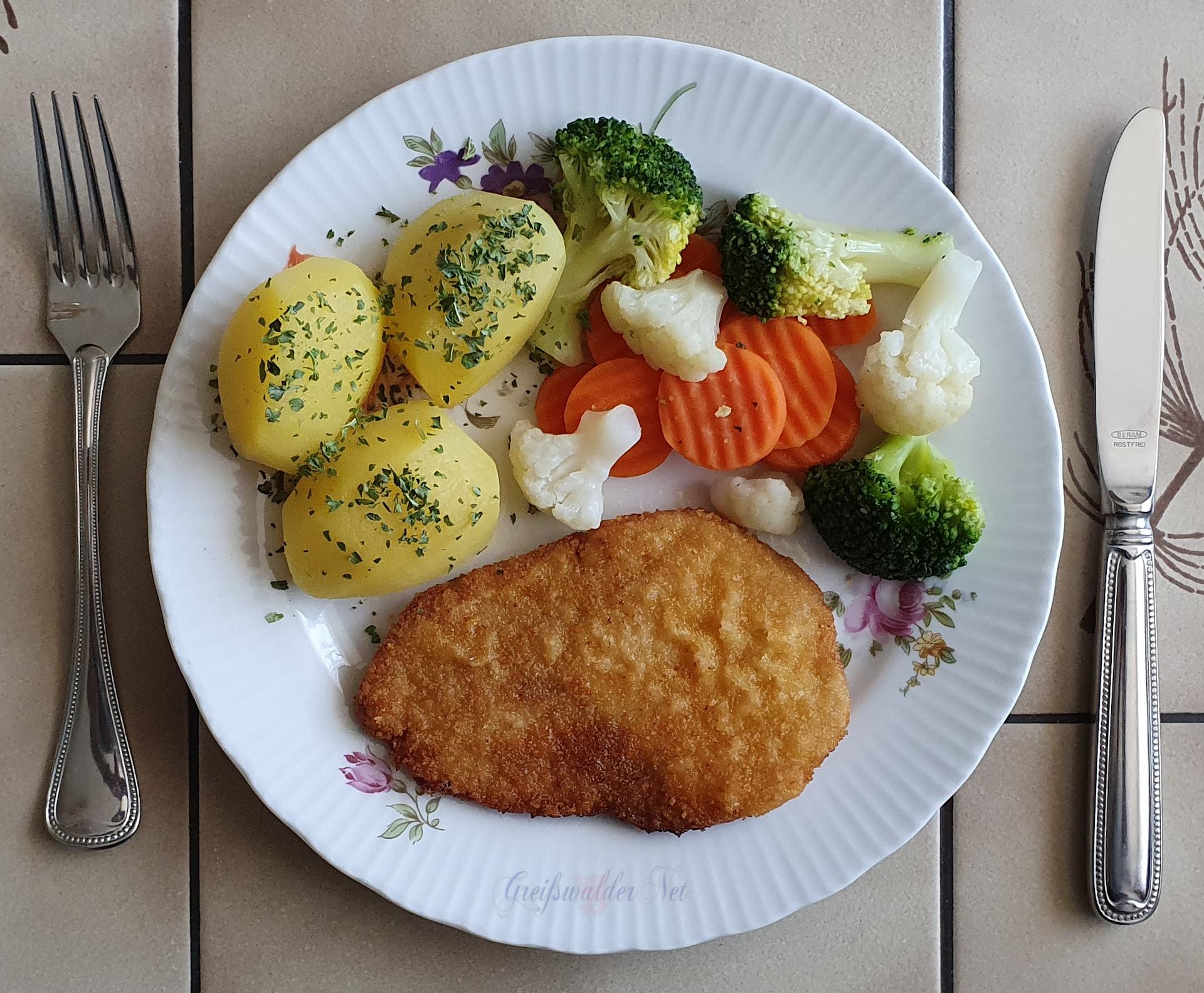 Schnitzel mit Petersilienkartoffeln und Kaisergemüse