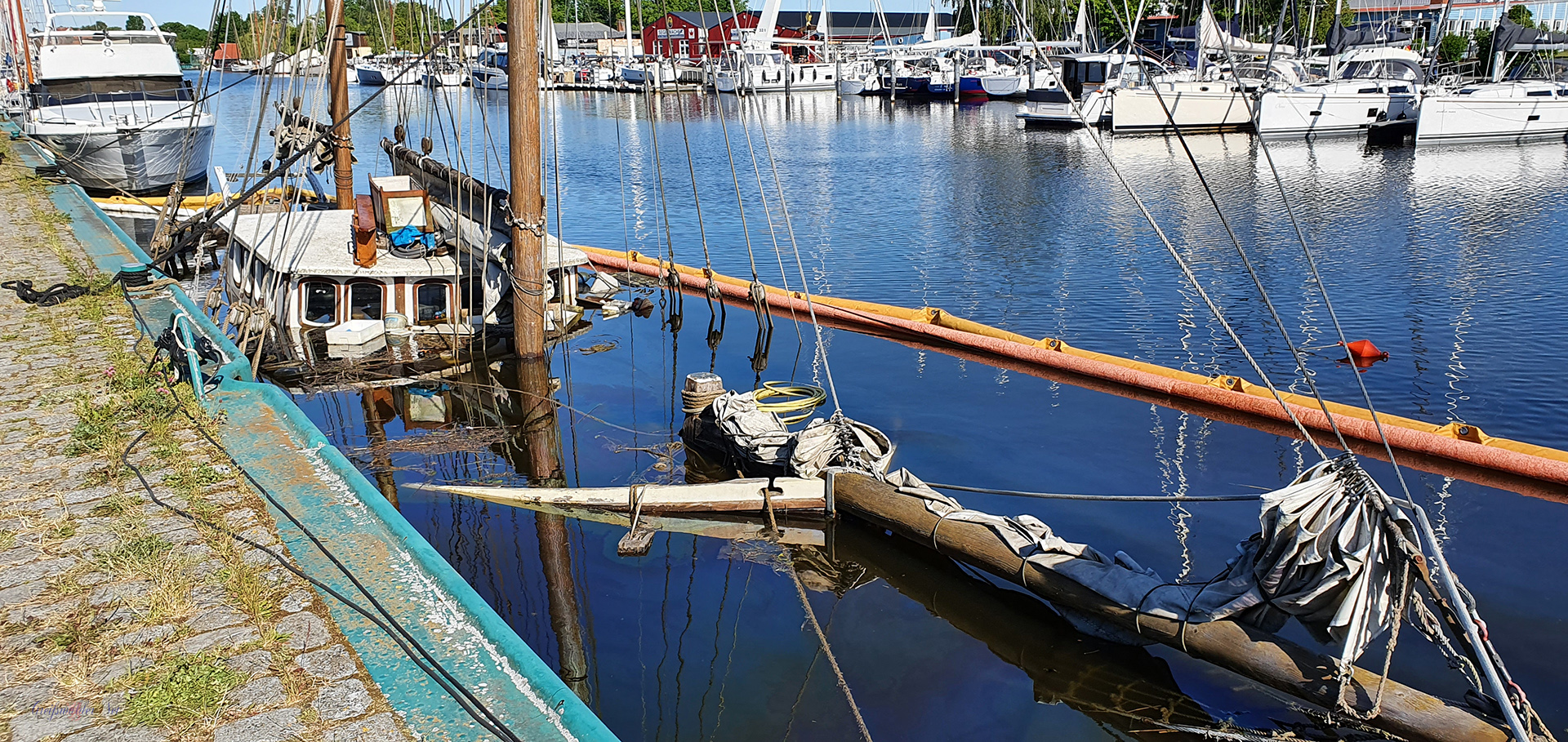 """Holzkutter """"Antigua"""" im Museumshafen Greifswald gesunken"""