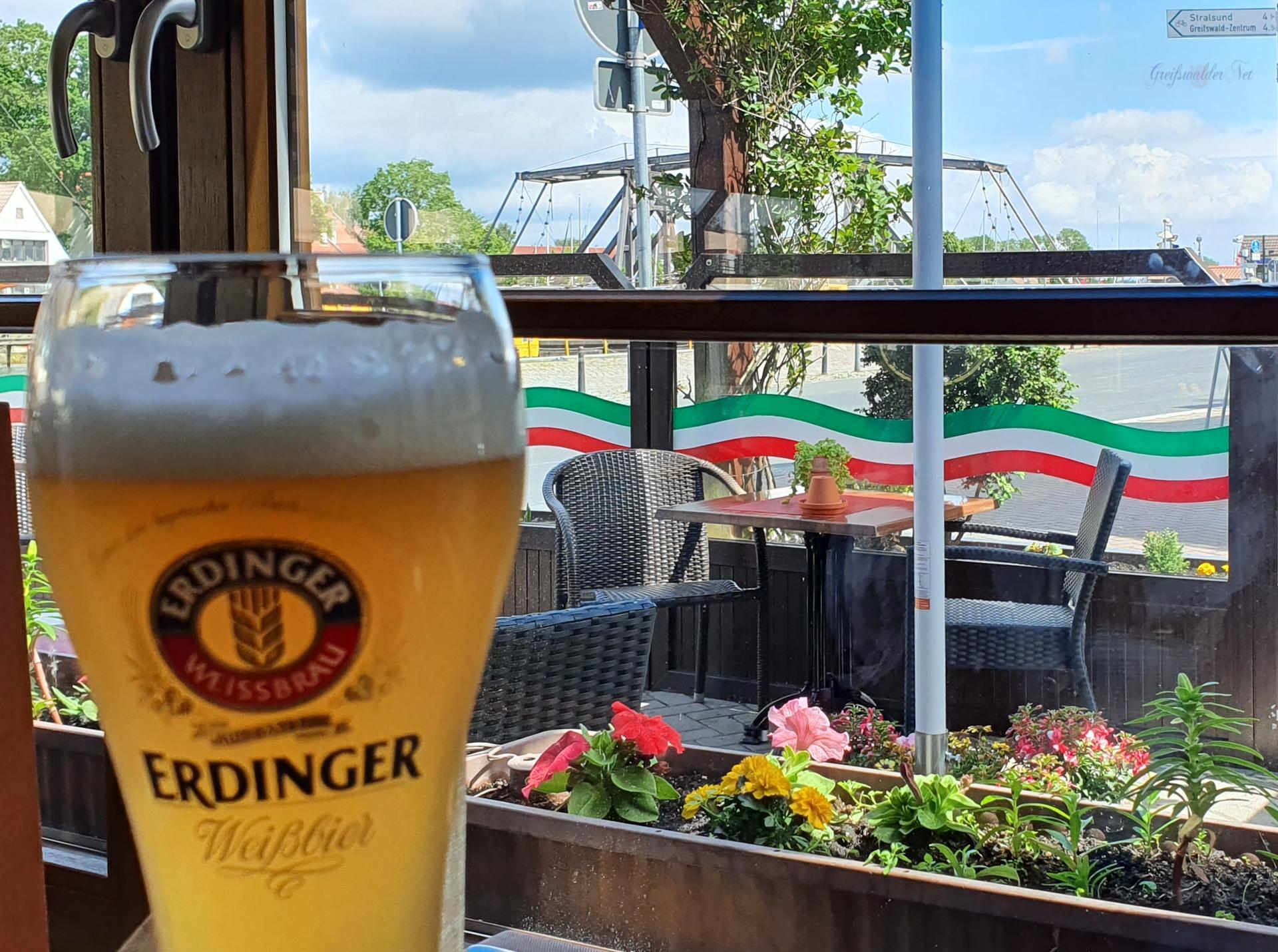 Bier trinken in Greifswald-Wieck, ERDINGER Weißbier Alkoholfrei
