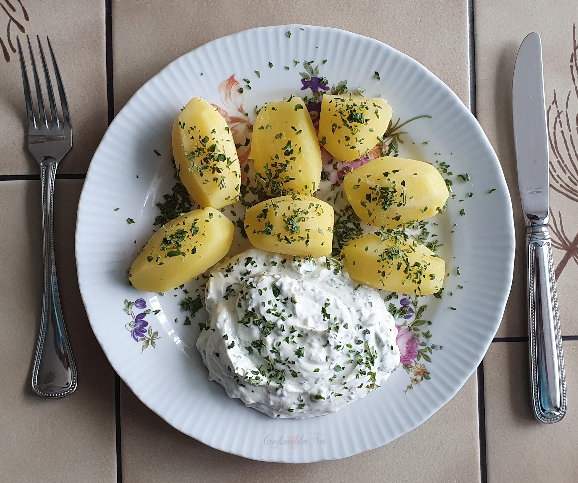 Frühkartoffeln mit Kräuterquark