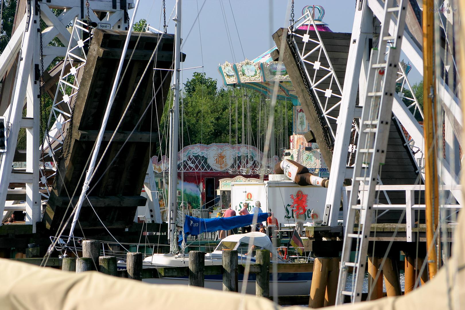 Fischerfest Gaffelrigg in Greifswald-Wieck, Holzklappbrücke - Juli 2007