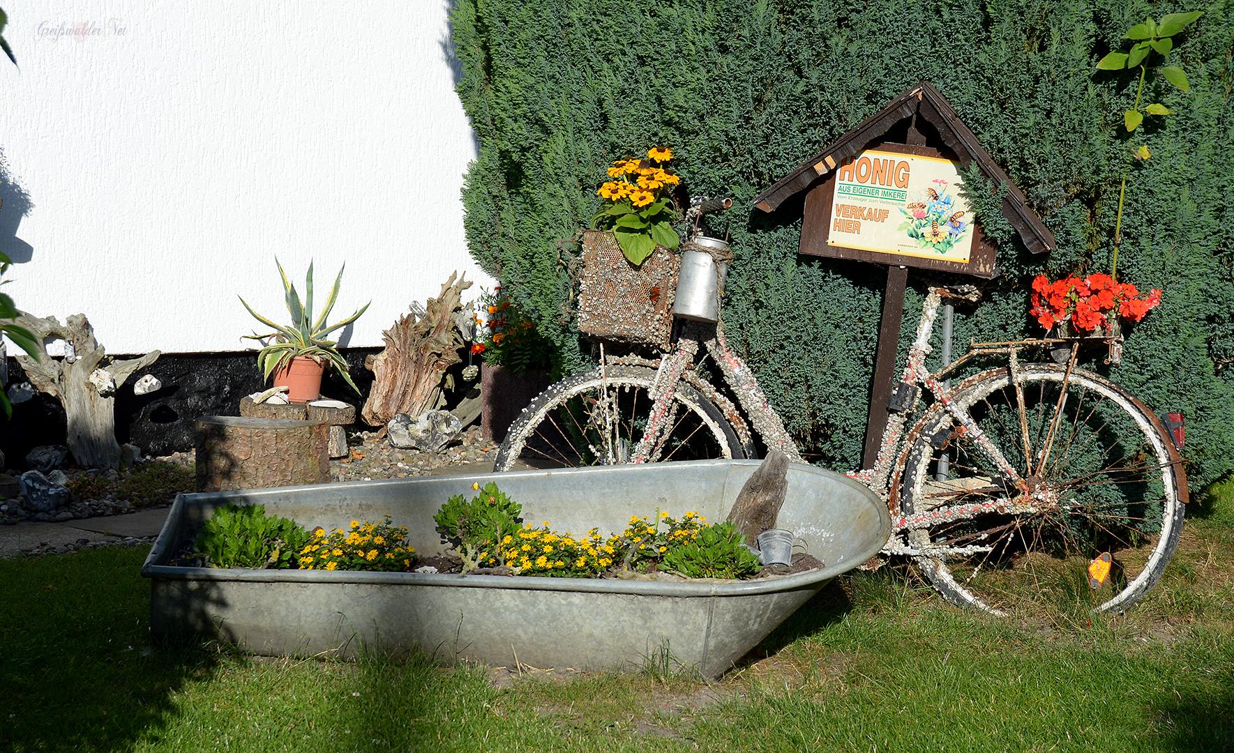 Vorgarten-Dekoration in Greifswald-Wieck