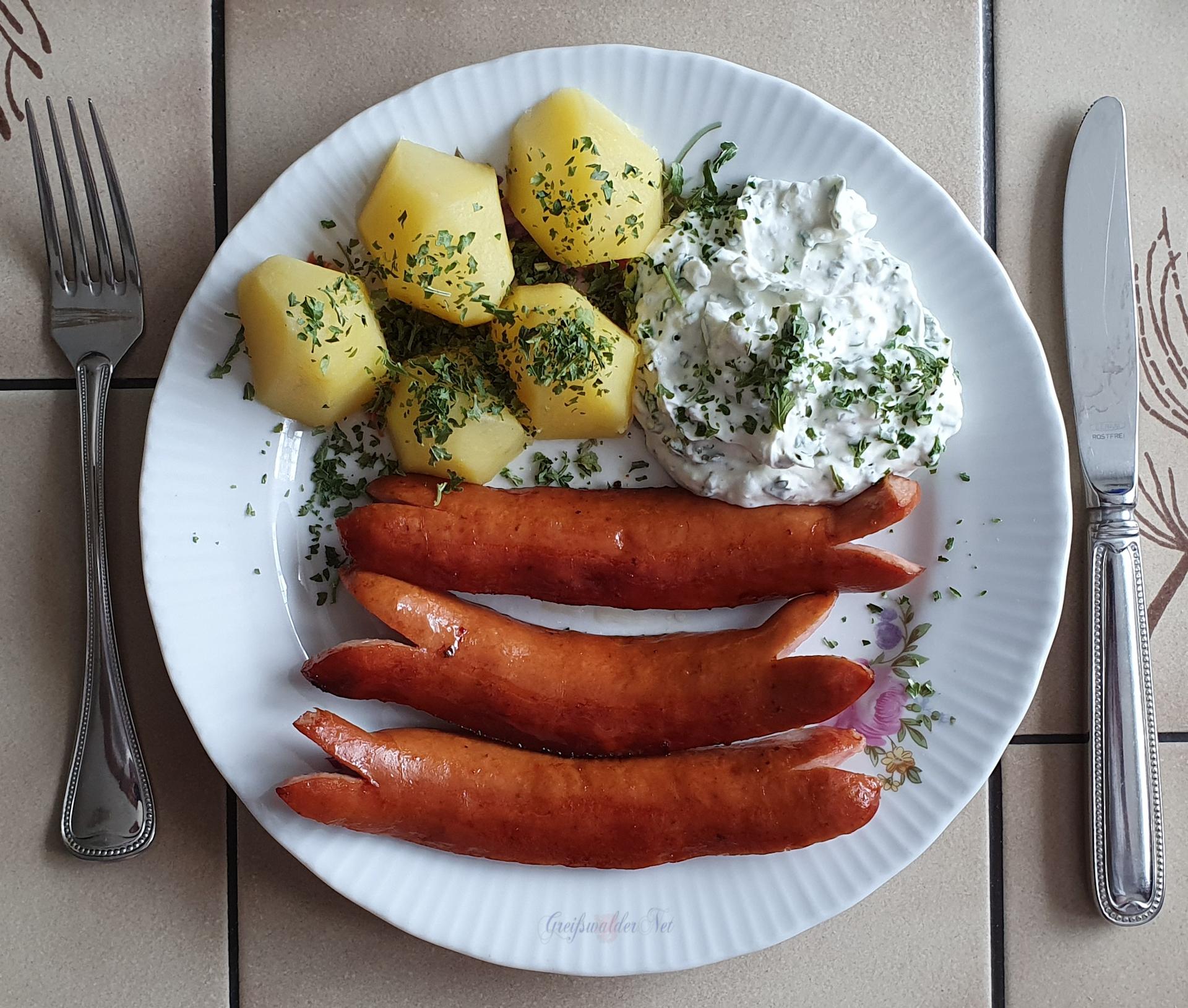 Krakauer mit Petersilienkartoffeln und Kräuterquark
