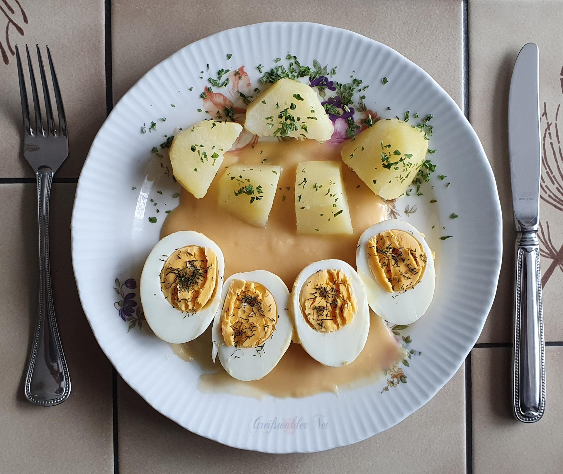 Senfeier mit Petersilienkartoffeln