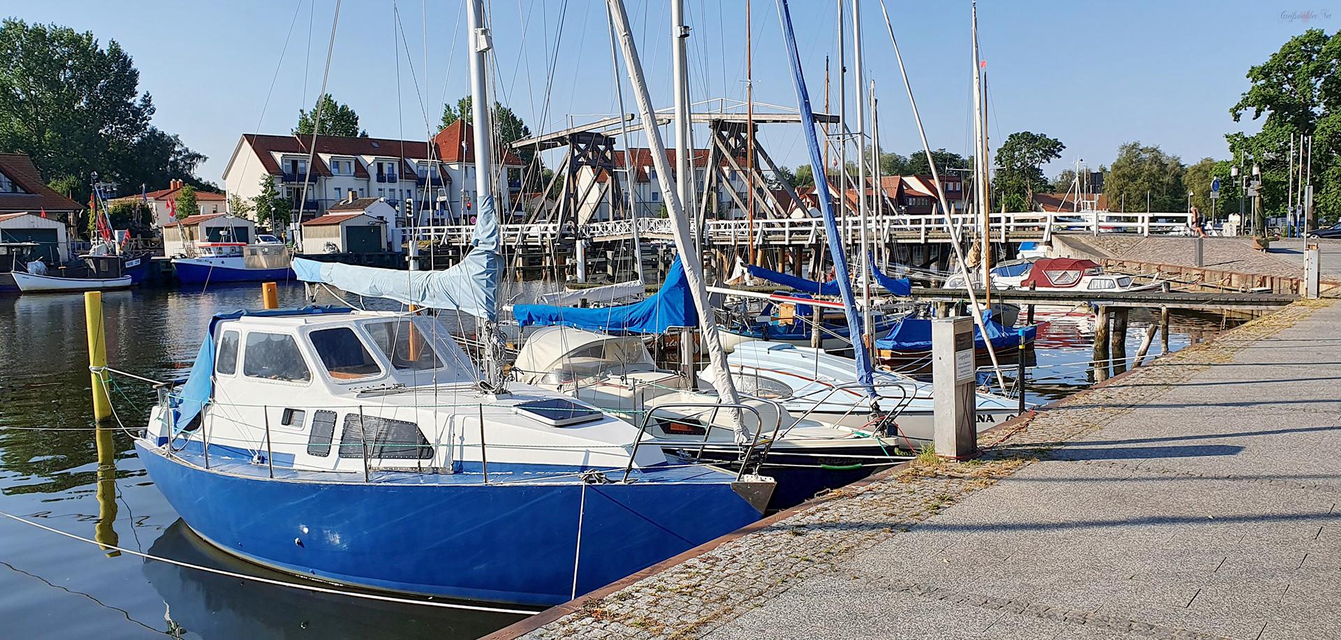 Hafen und Holzklappbrücke in Greifswald-Wieck